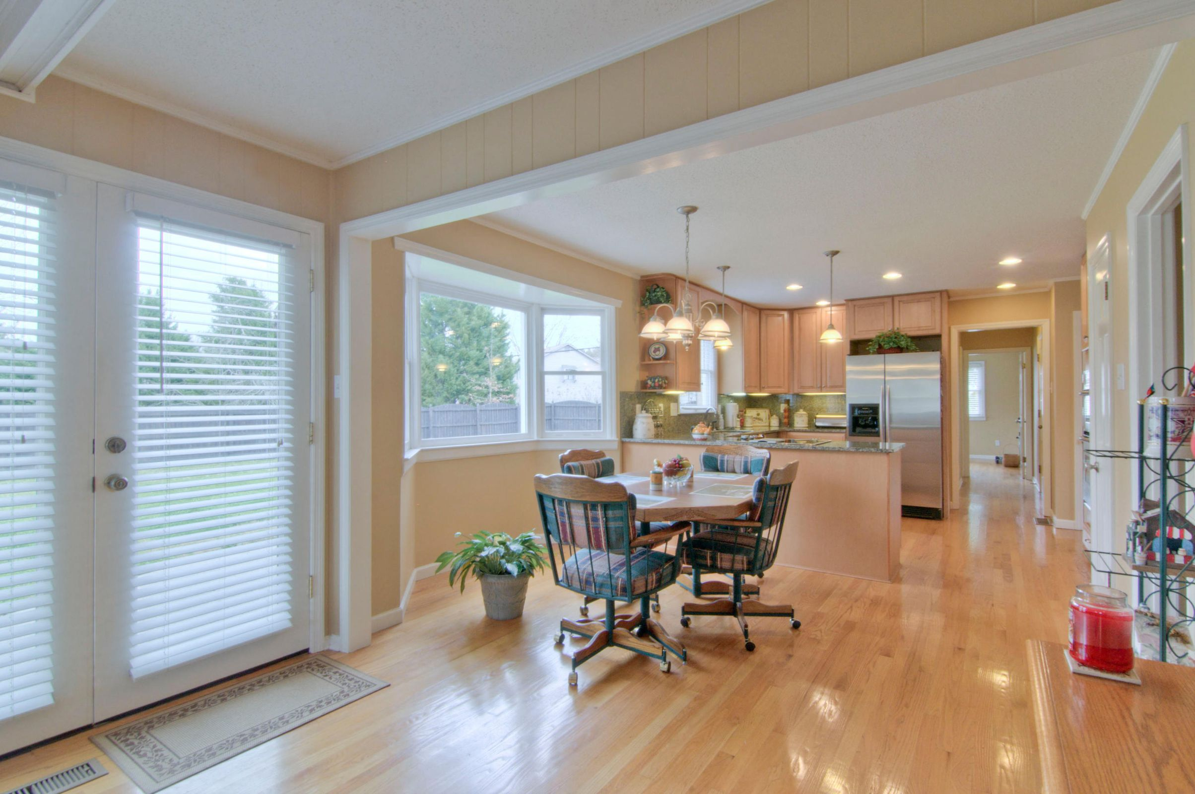 EATING AREA EXTENDS TO KITCHEN