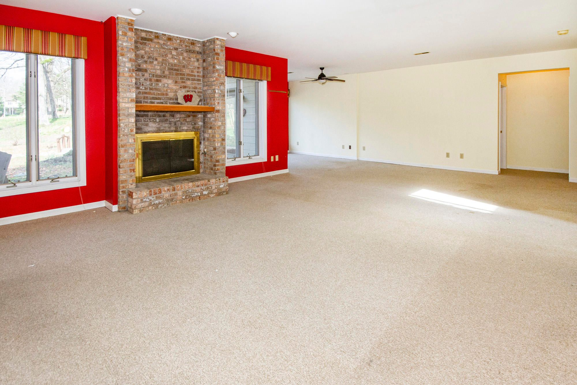 Terrace Level Family Room-Gas Fireplace!