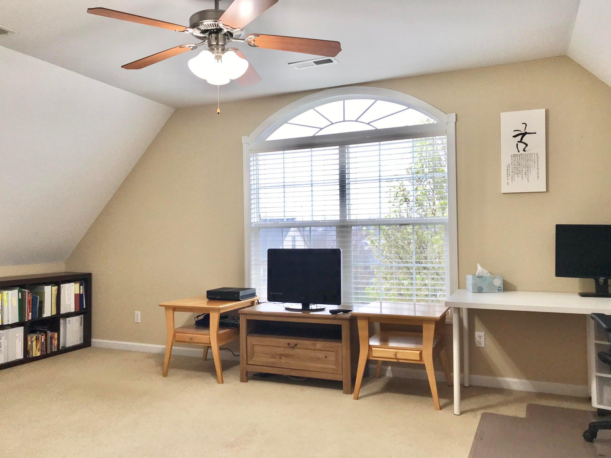 Great office/ Bonus Room