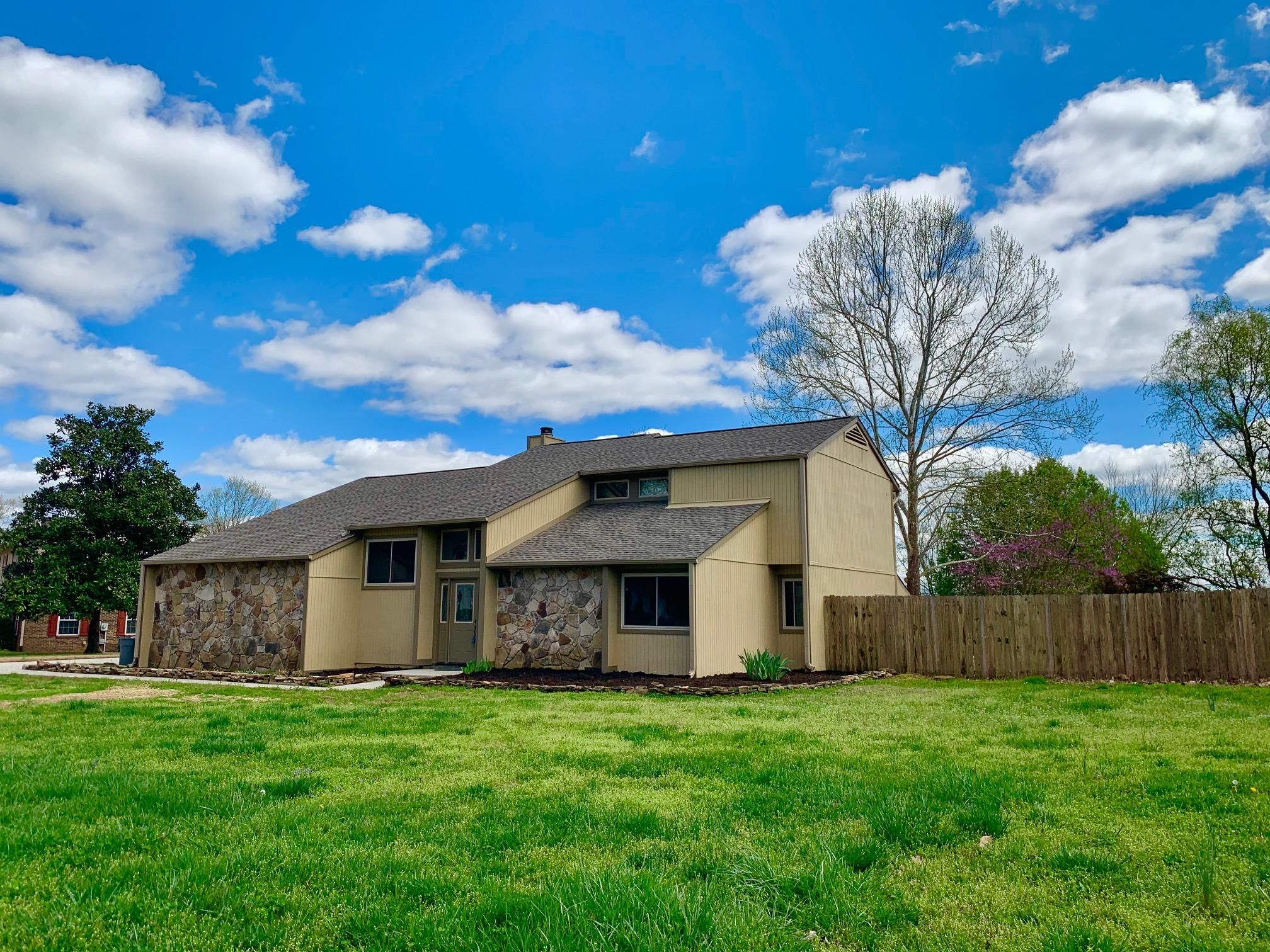 Contemporary home in West Knox!