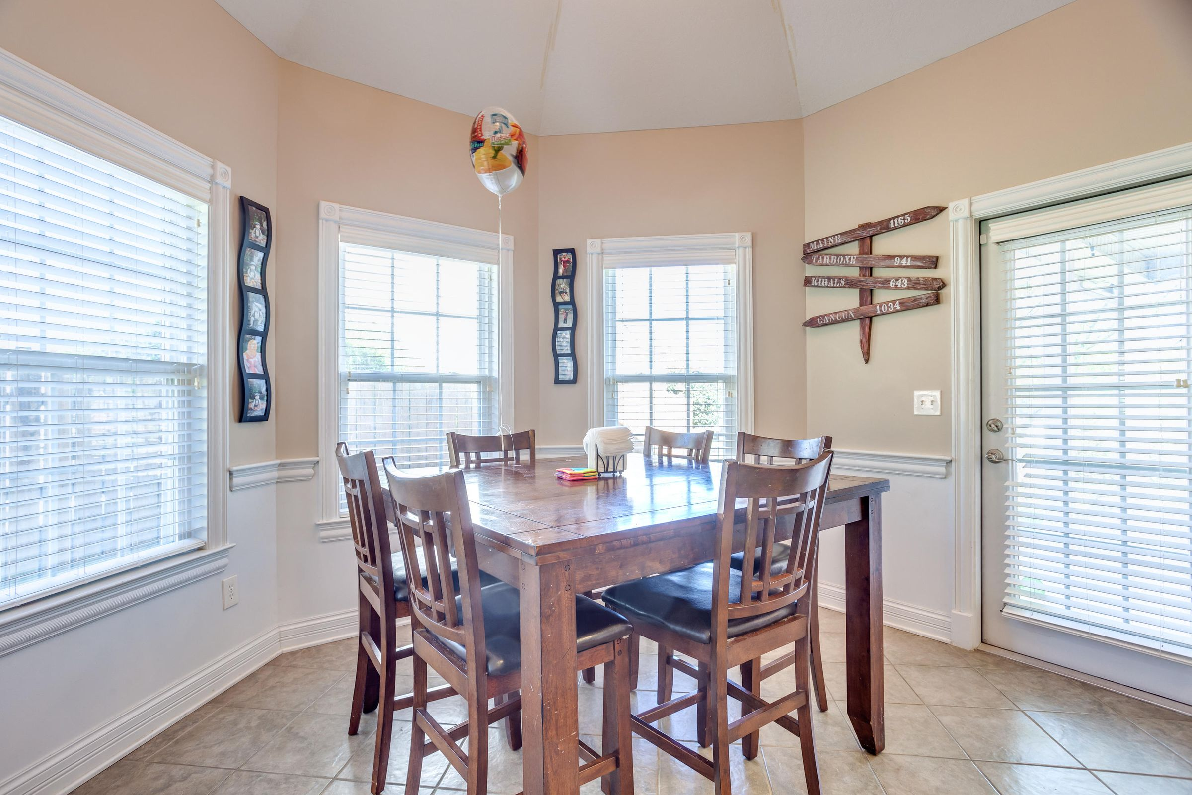 1151 Paxton Drive - Breakfast nook