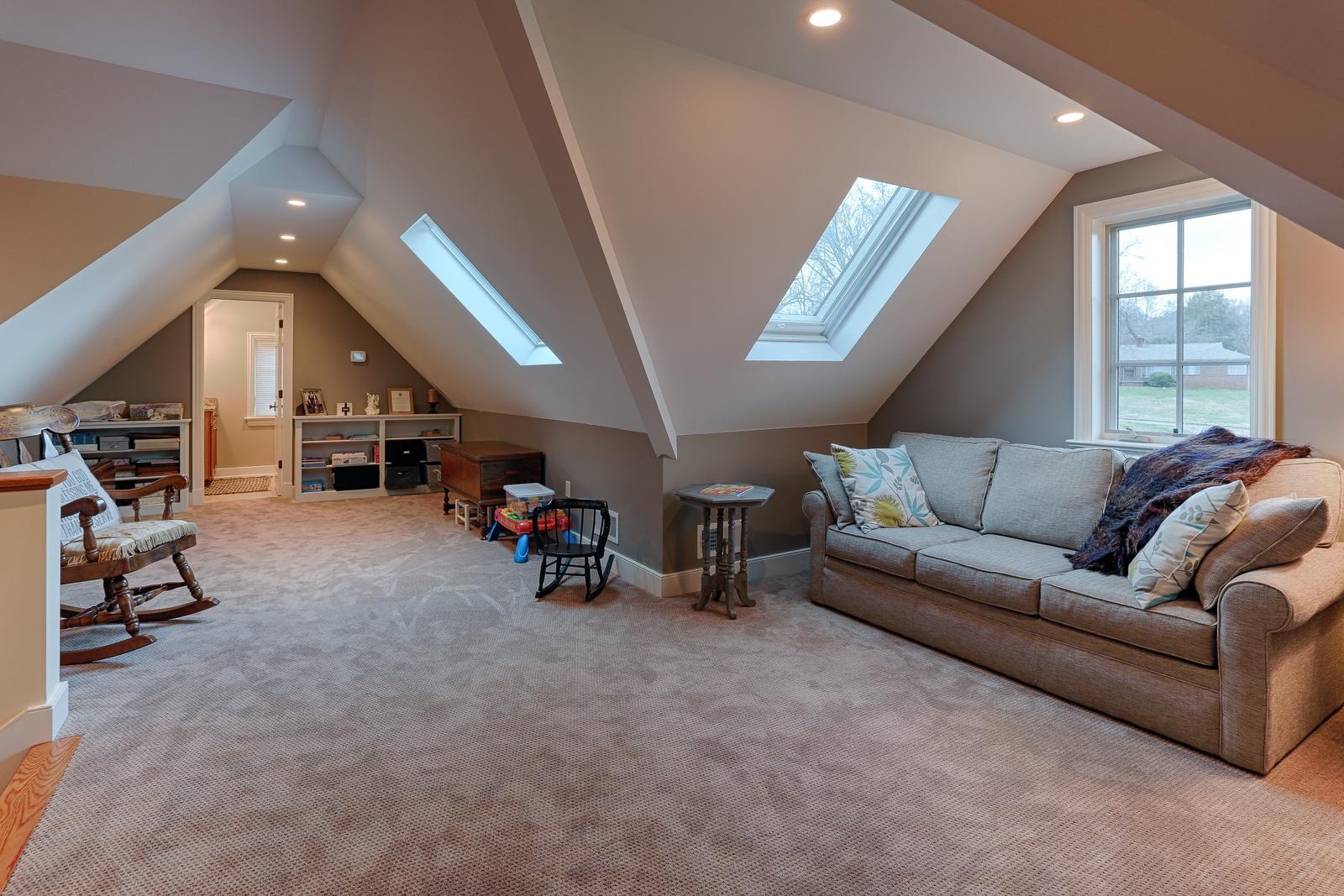 1215 Cherokee Blvd - Bonus Room
