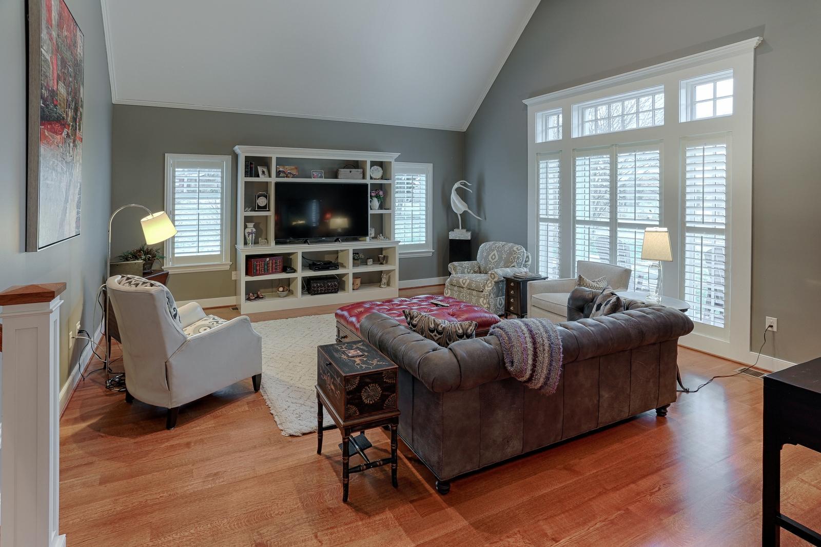 1215 Cherokee Blvd - Living Room