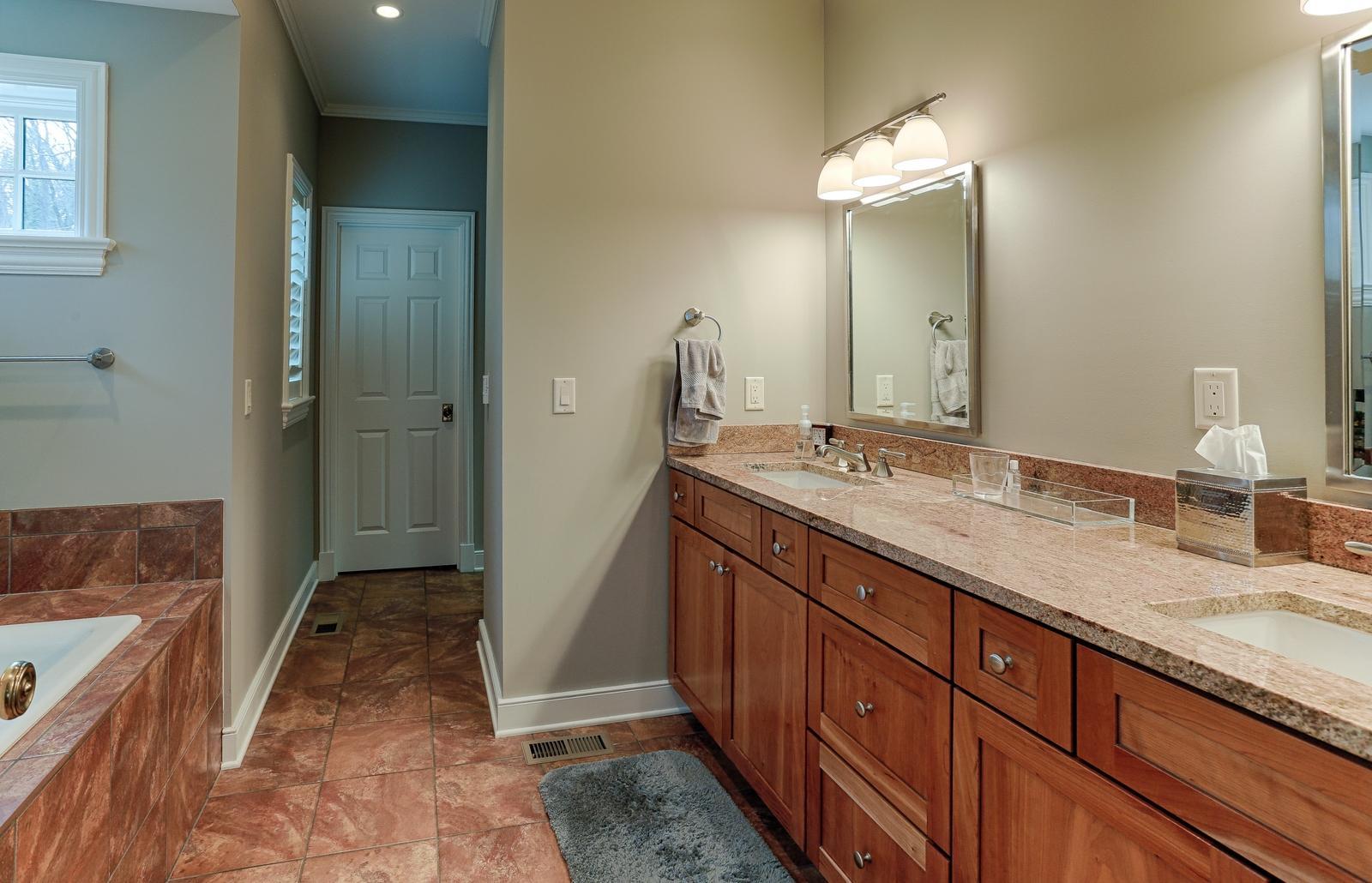 1215 Cherokee Blvd - Master bath