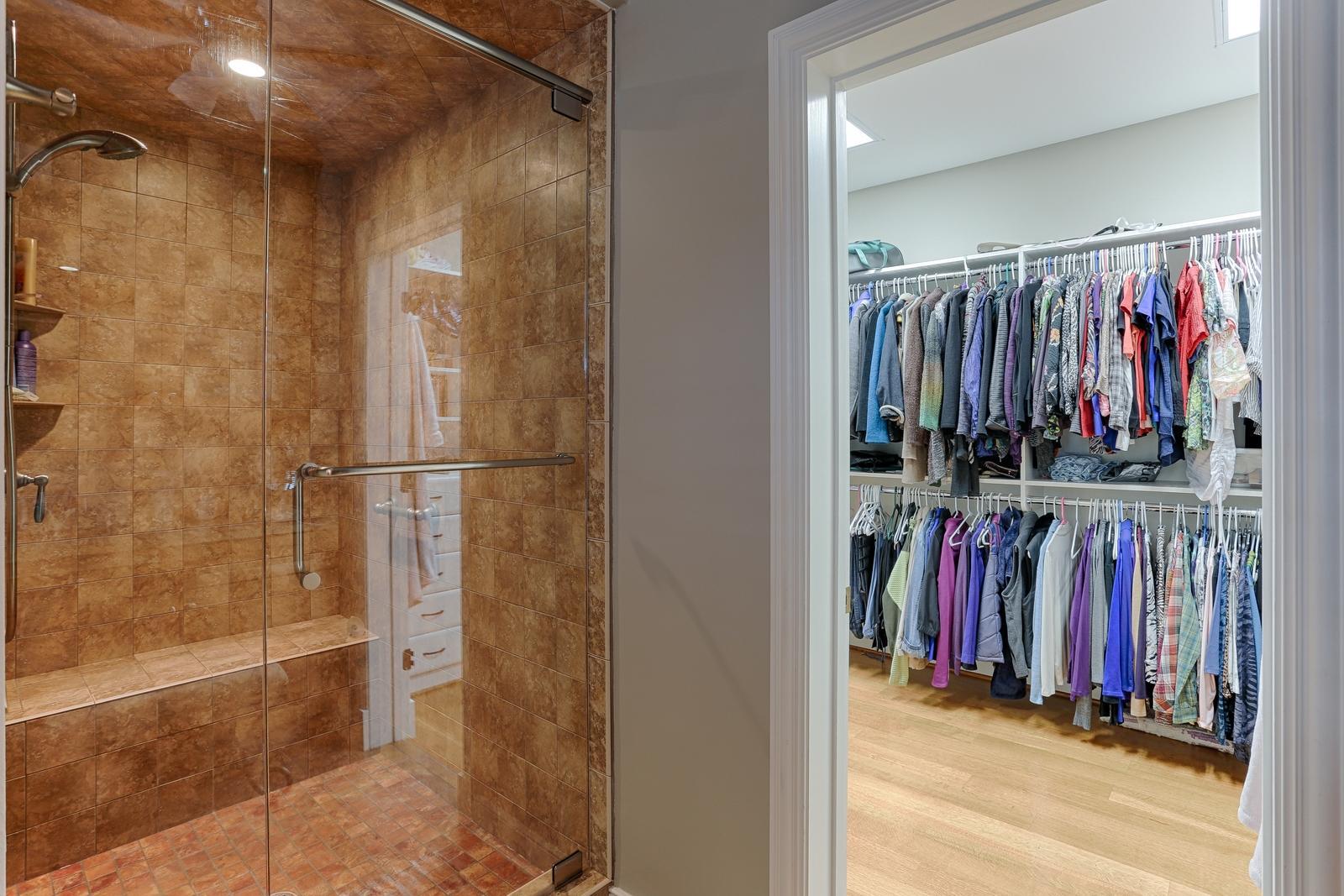 1215 Cherokee Blvd - Master shower and c