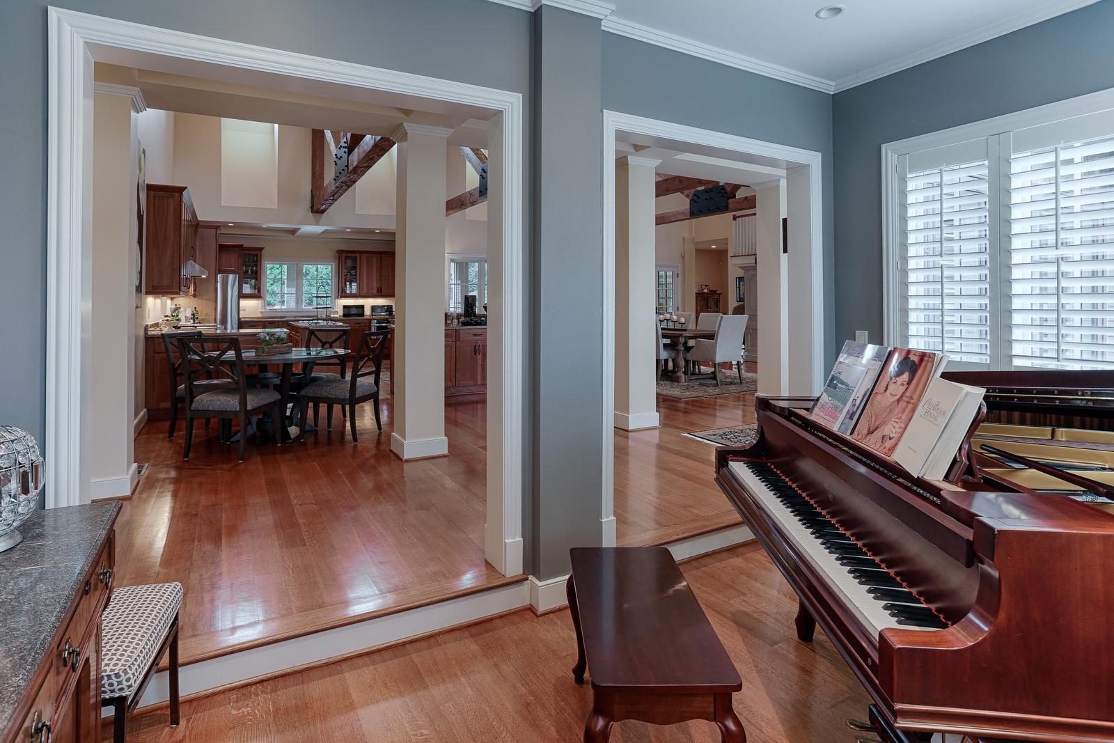 1215 Cherokee Blvd - piano room into kit
