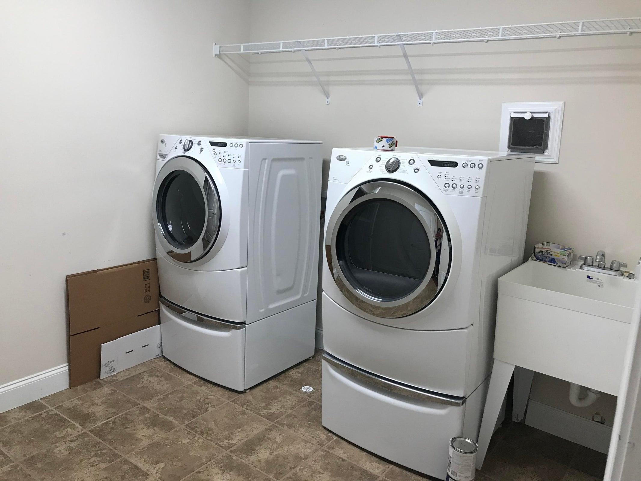 large laundry w/ sink