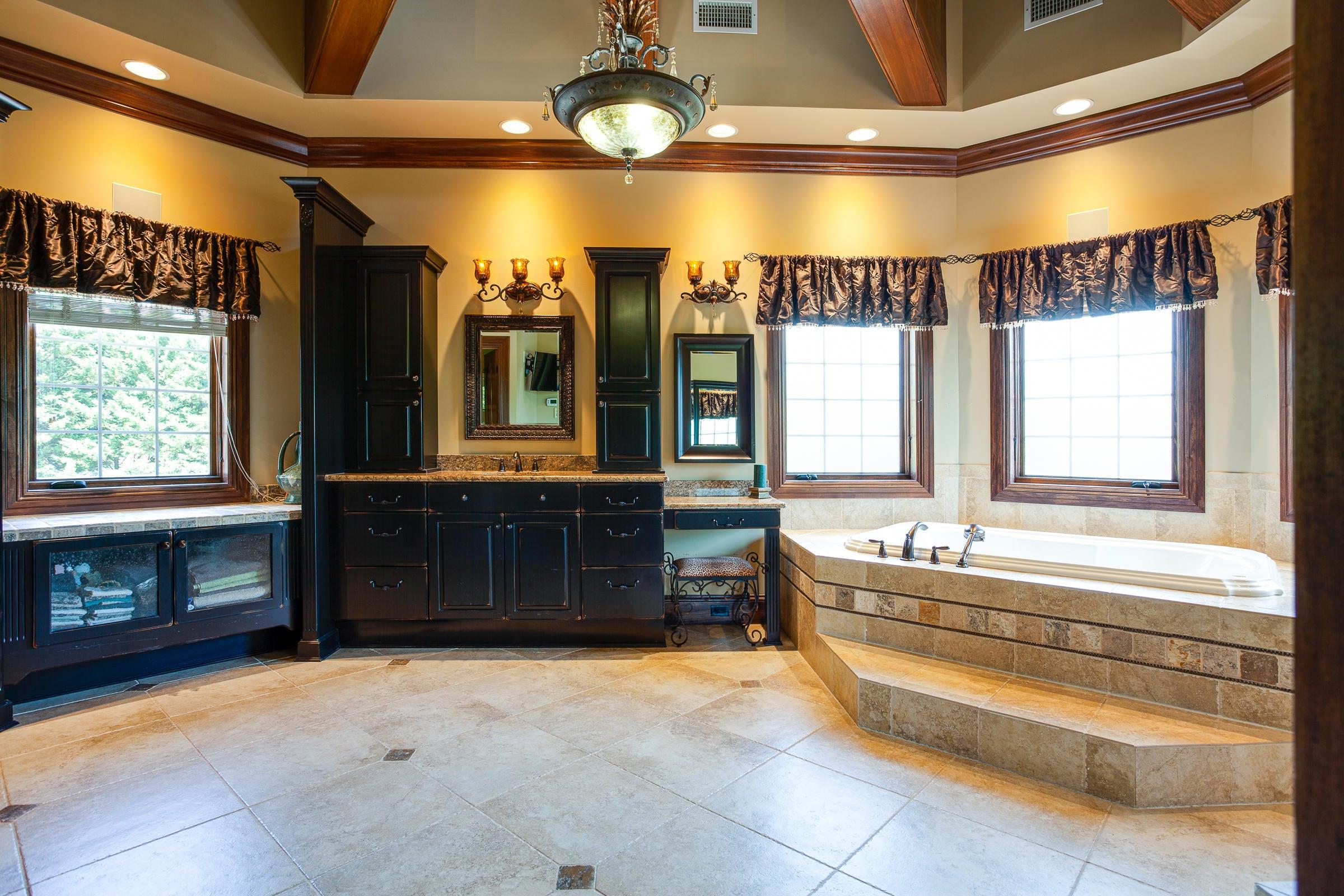 Owner Suite 2 Bath_pg20