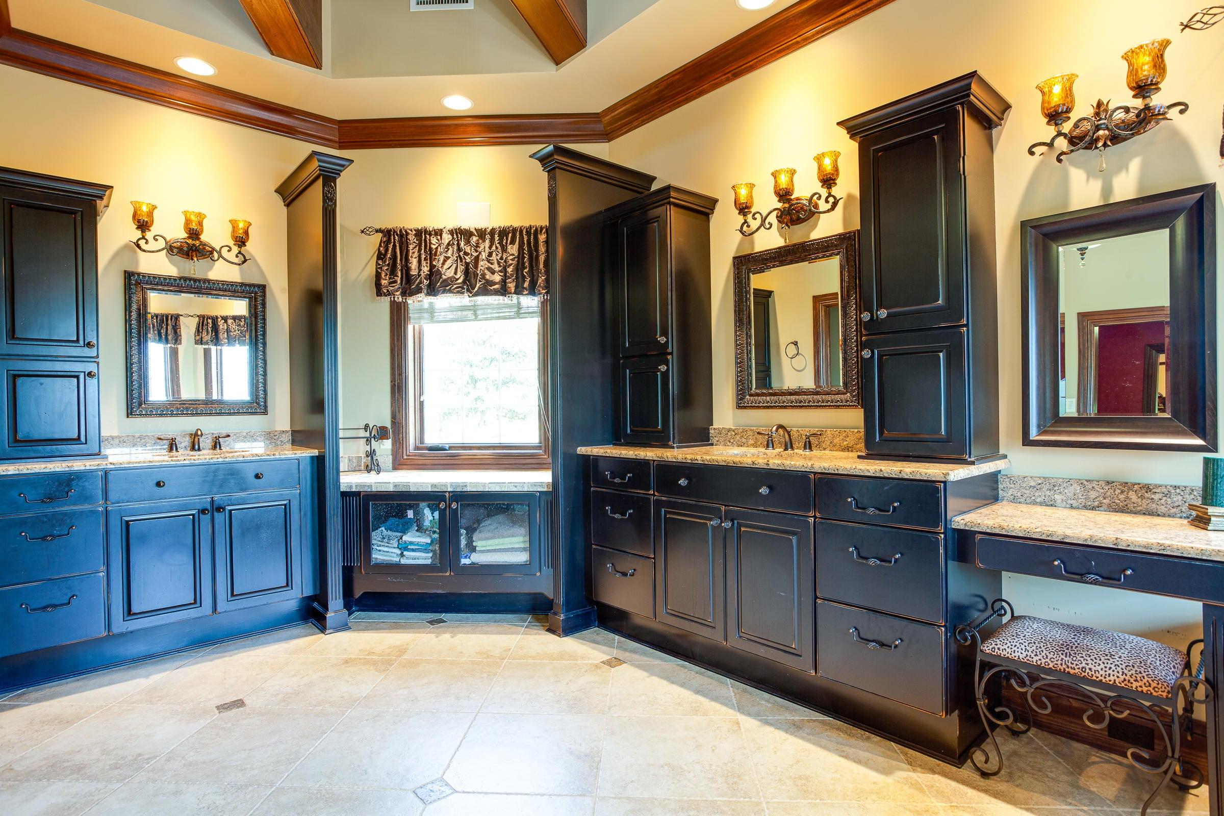 Owner Suite 2 Bath_pg24