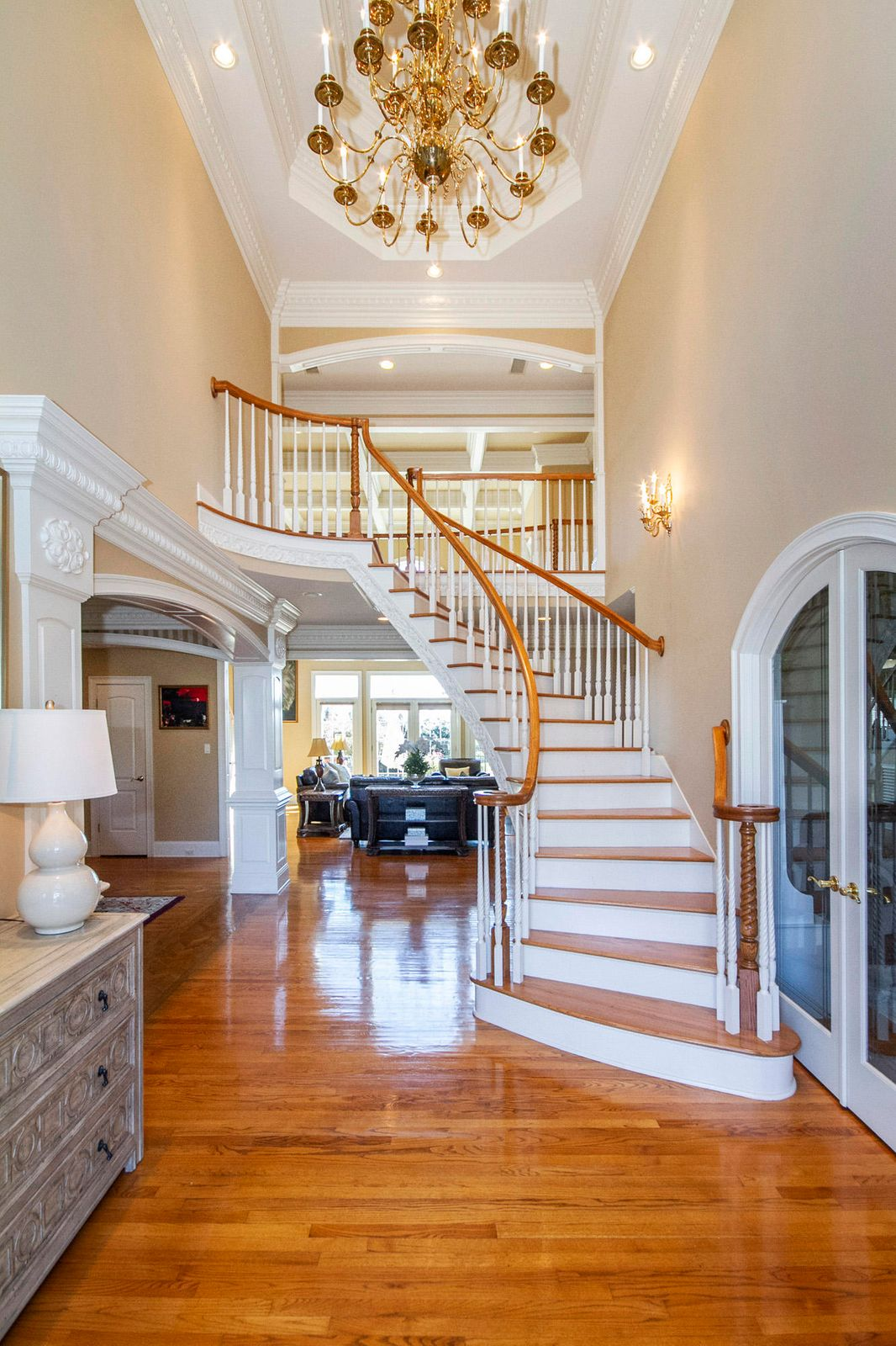 Two Story with double trey ceiling