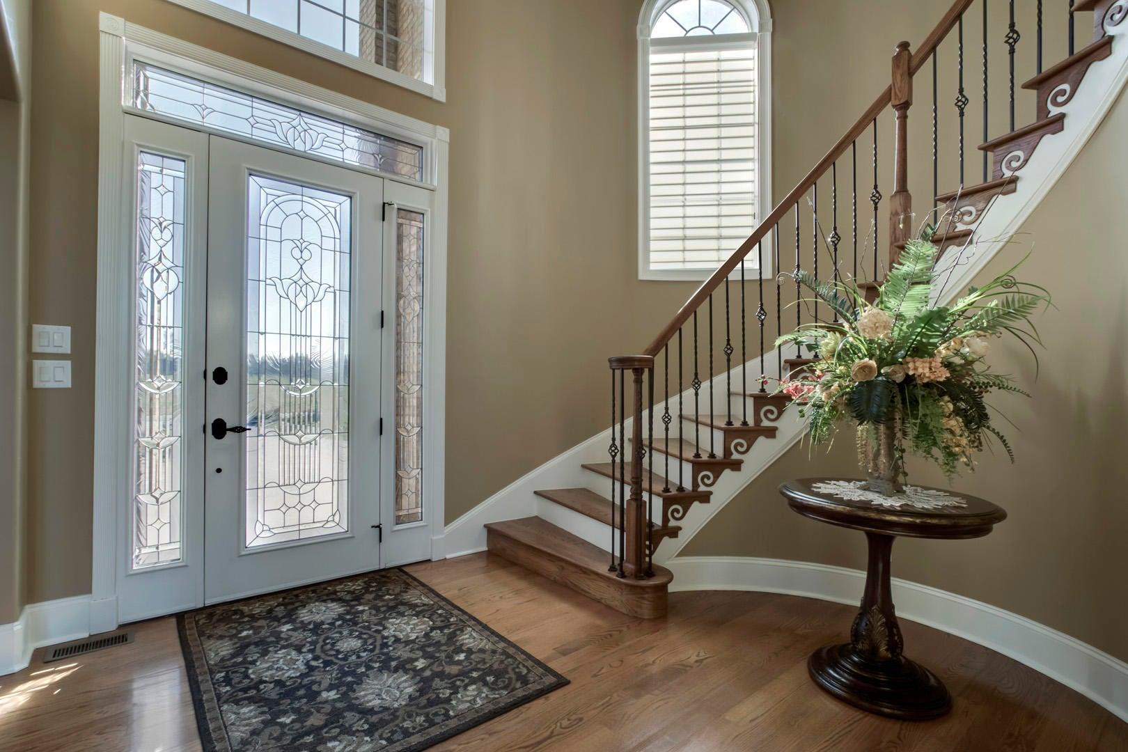 22_TopsailCourt_202_Entry-StairsUp