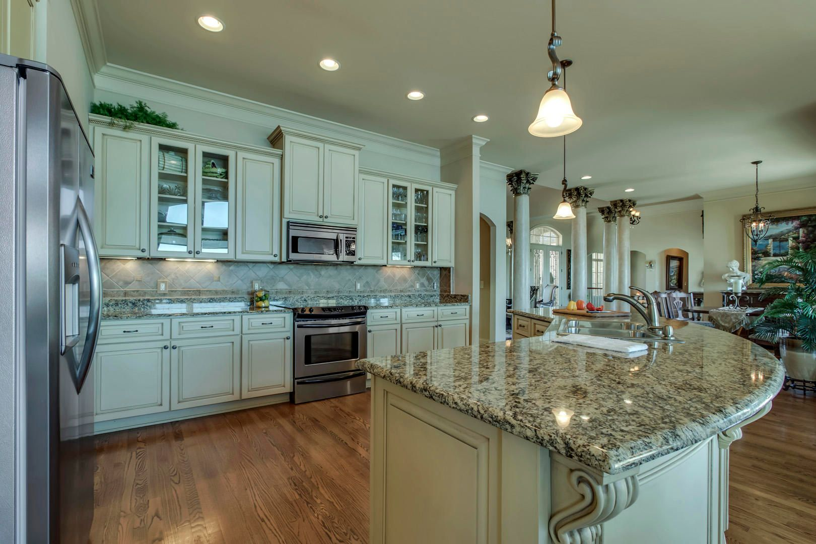 19_LighthousePointeDrive_16793_Kitchen03