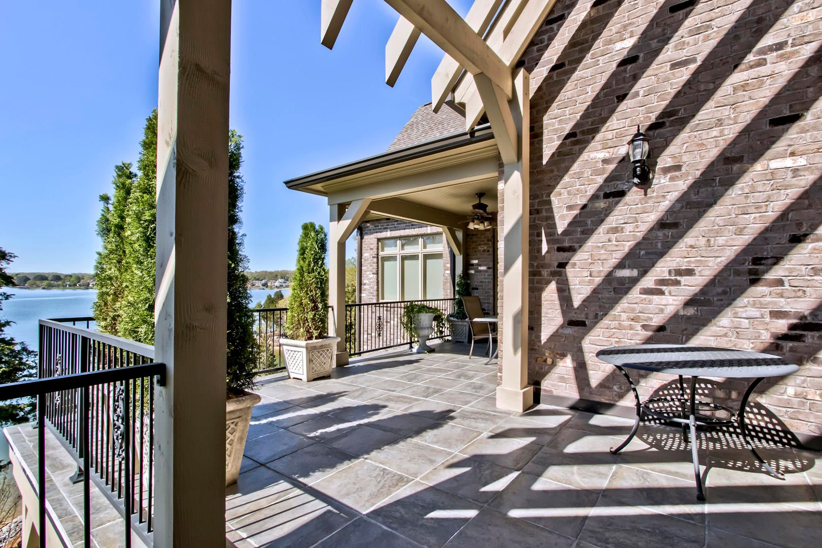 26_LighthousePointeDrive_16793_Patio01