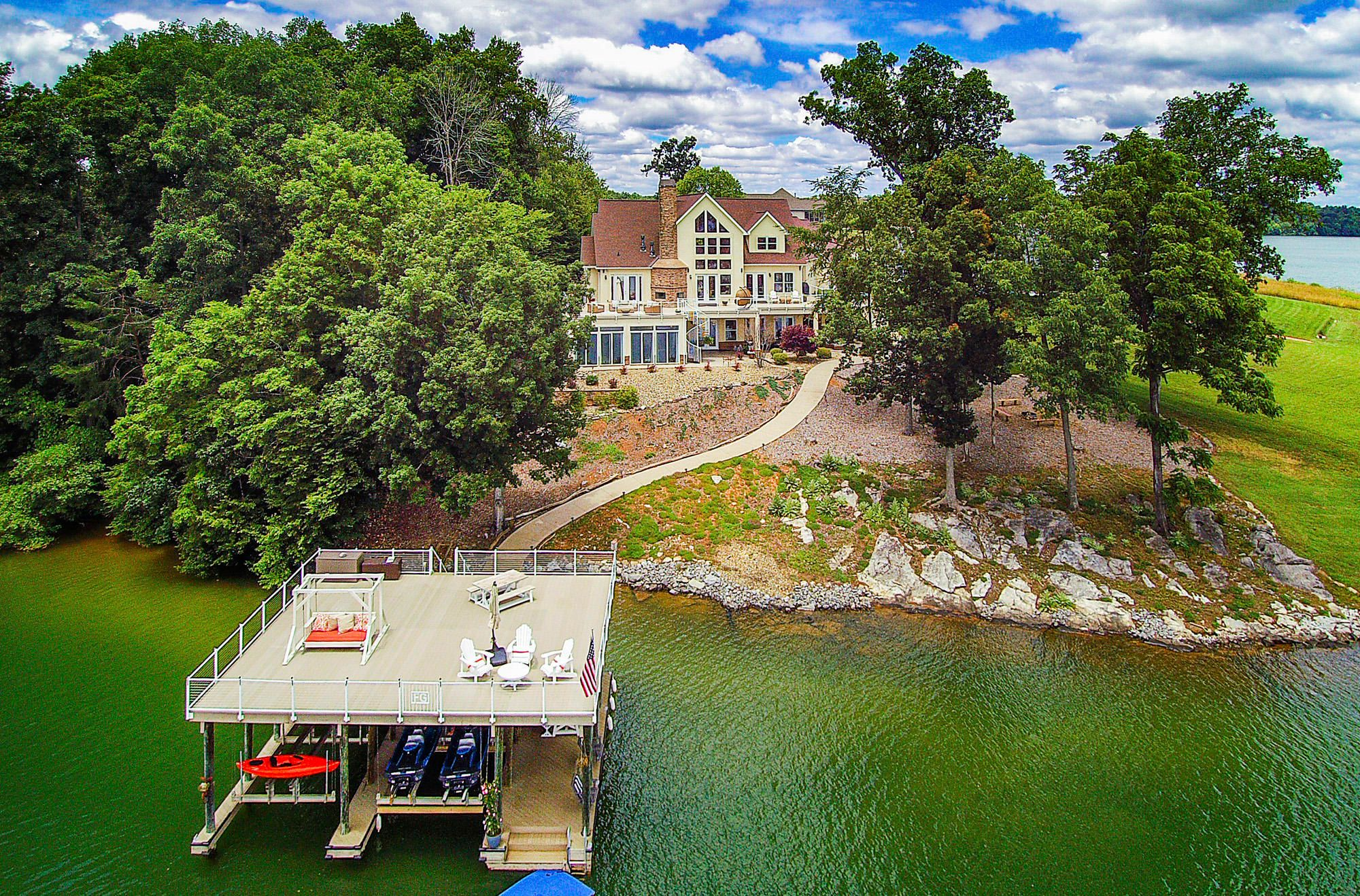 Two Level Dock to Enjoy the Lake!