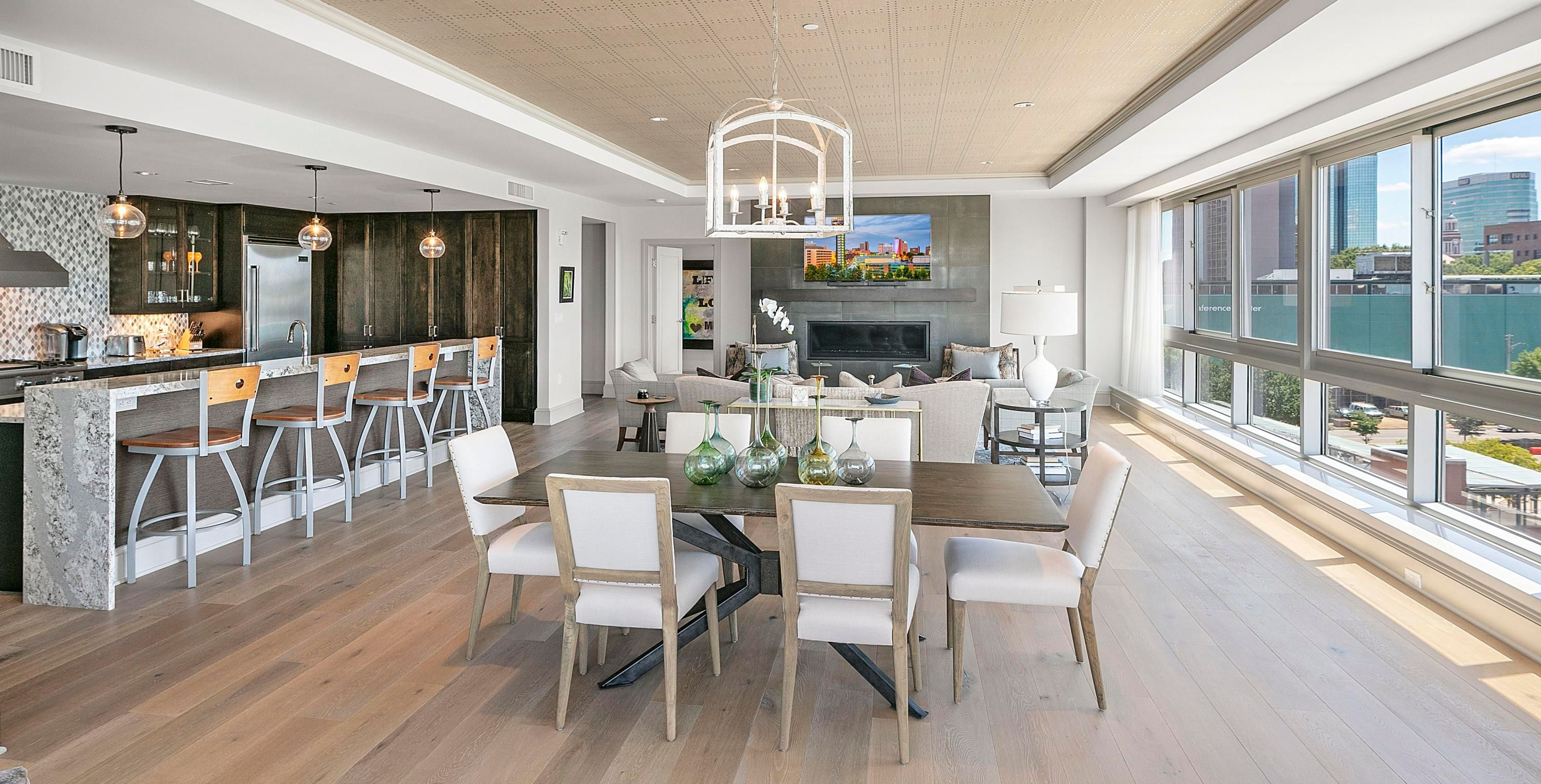 Kitchen:Dining:Living Rooms
