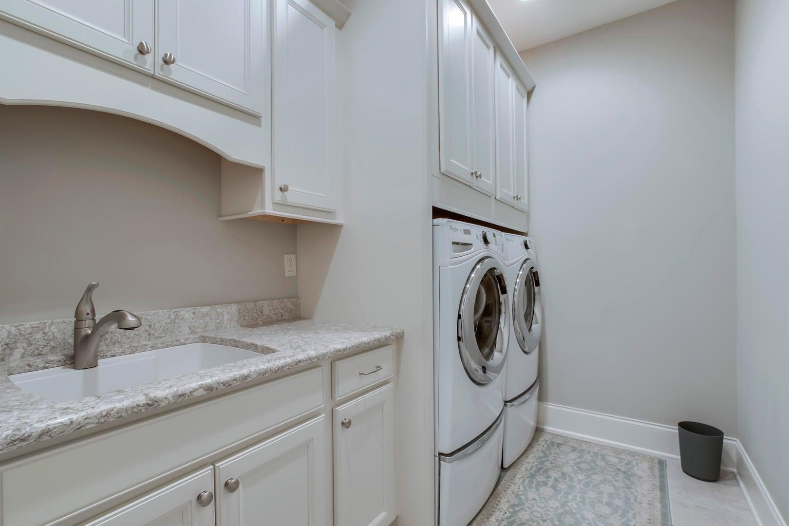 37_EHighlandsCircle_274_Laundry