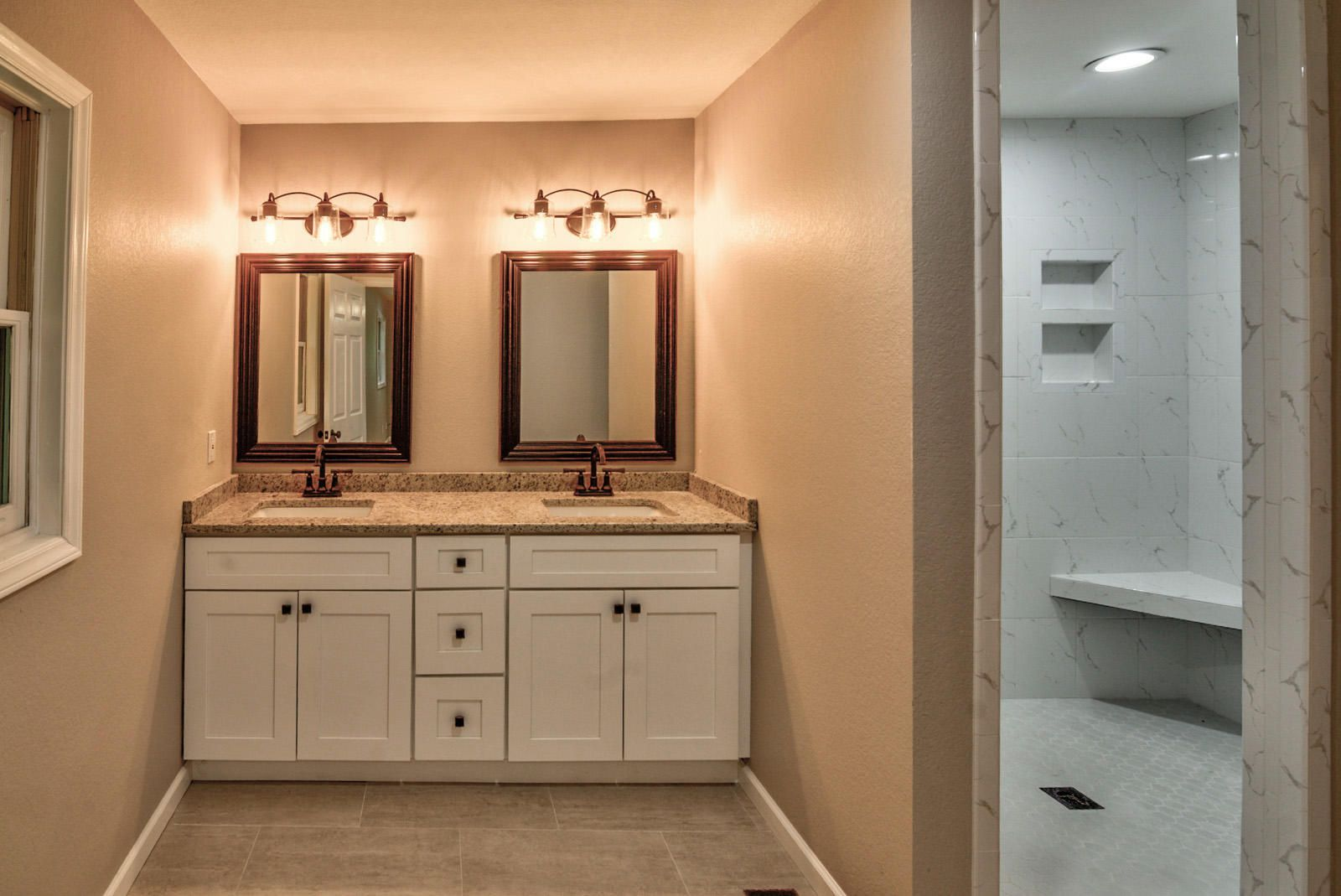 Int Bedroom Master Bath-1