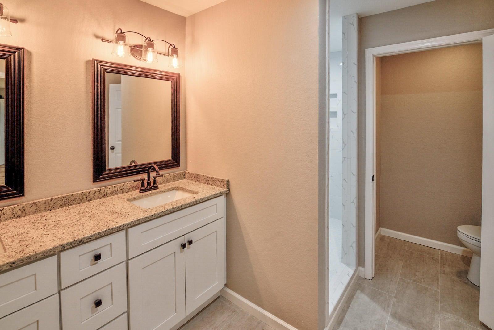 Int Bedroom Master Bath-2