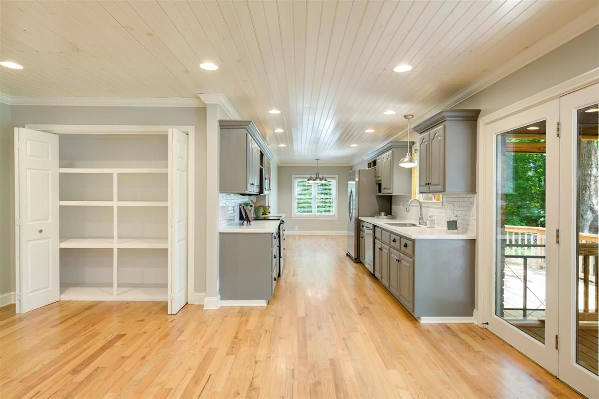 Kitchen, Breakfast and Pantry