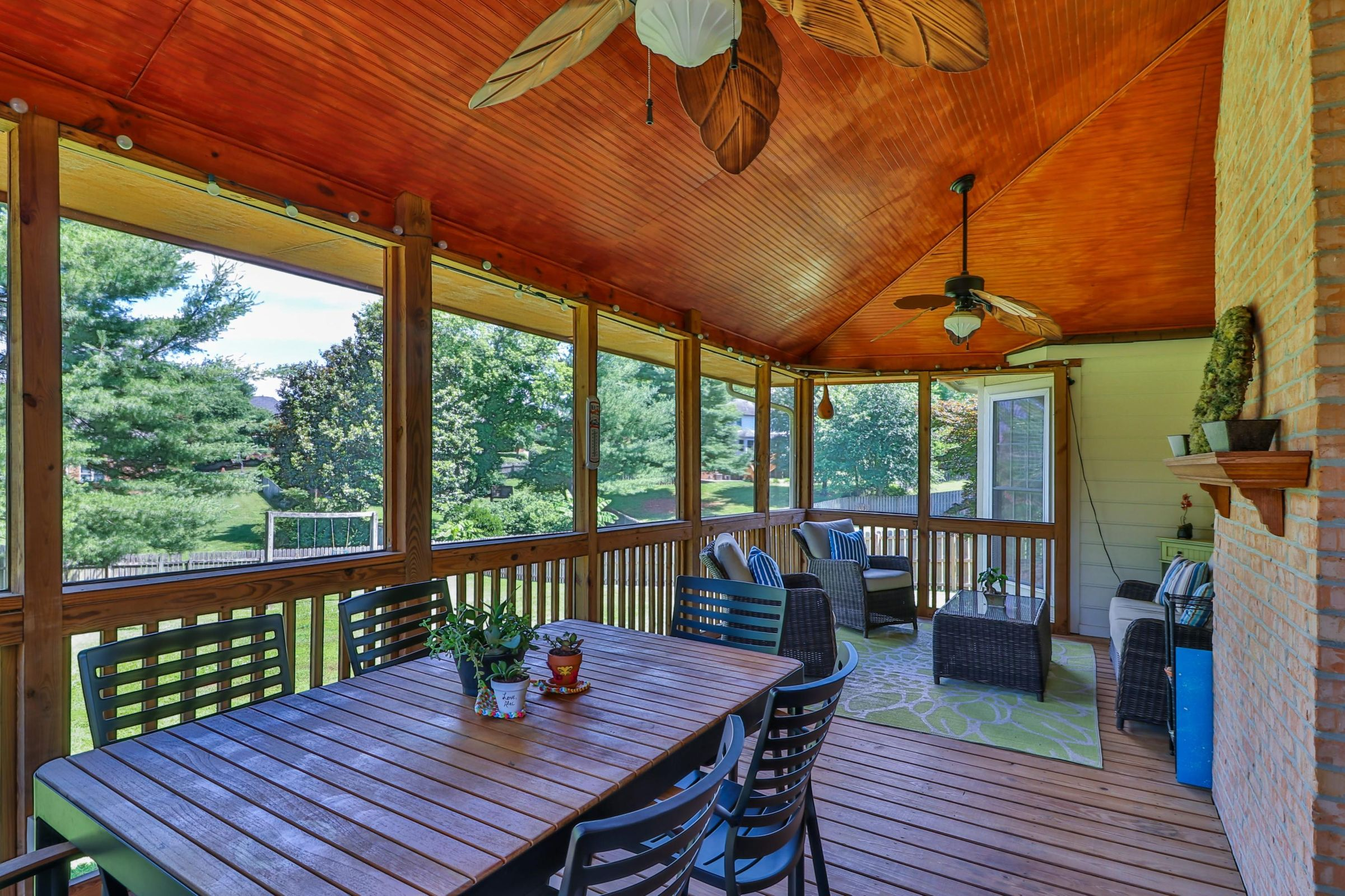 Screened Porch - AMAZING Space!
