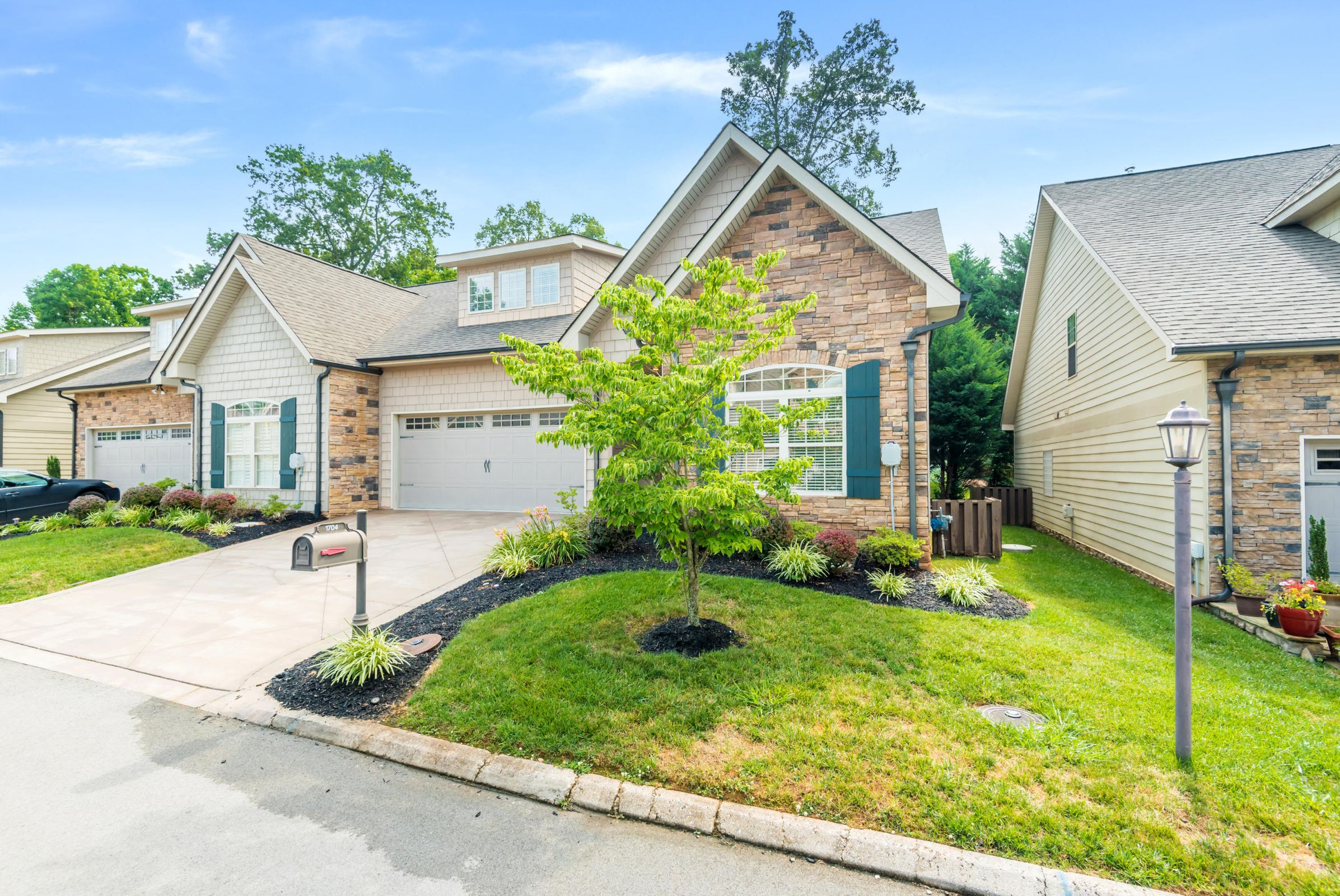 1704CottageWoodWay-36