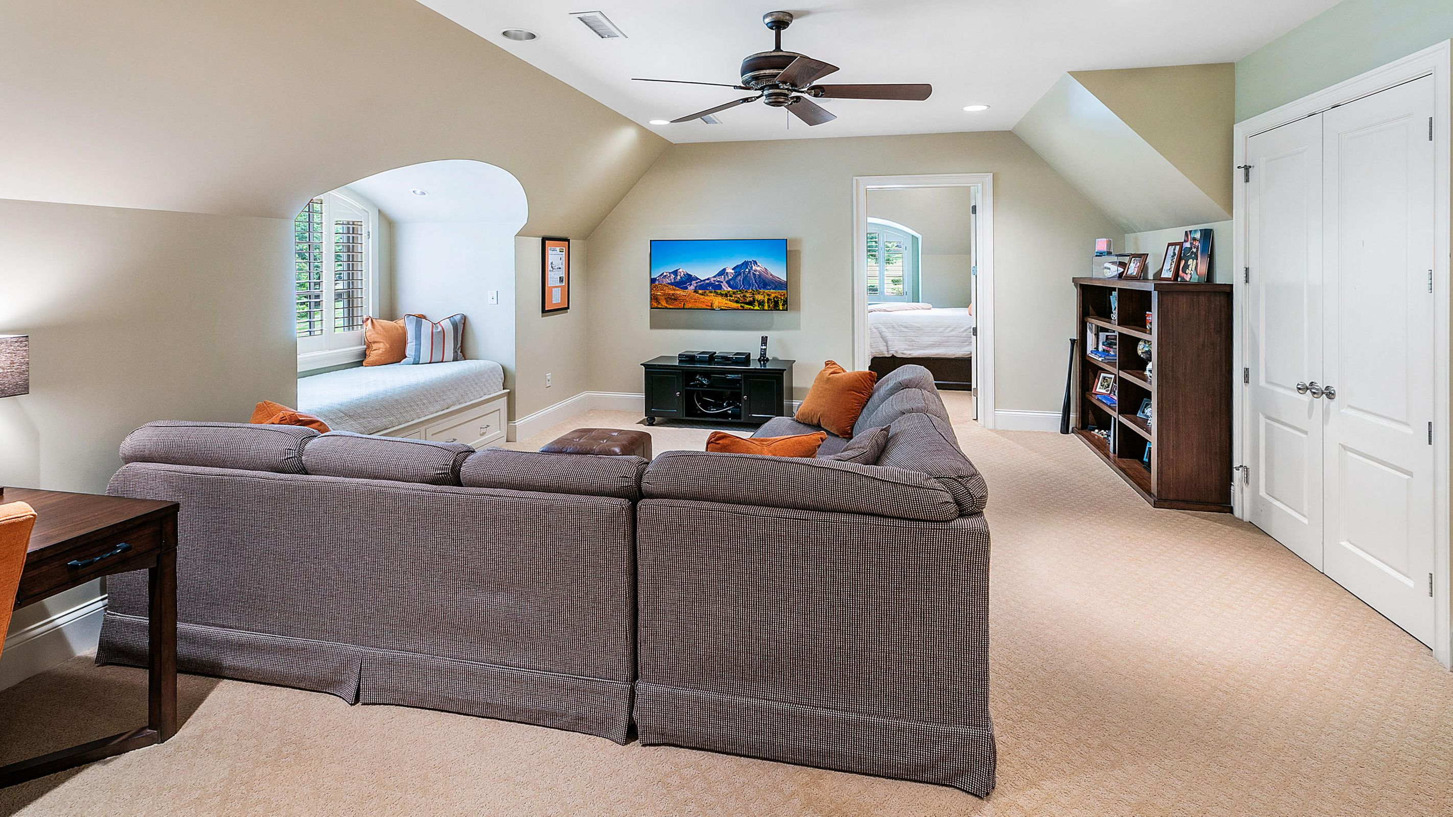upper level bonus room