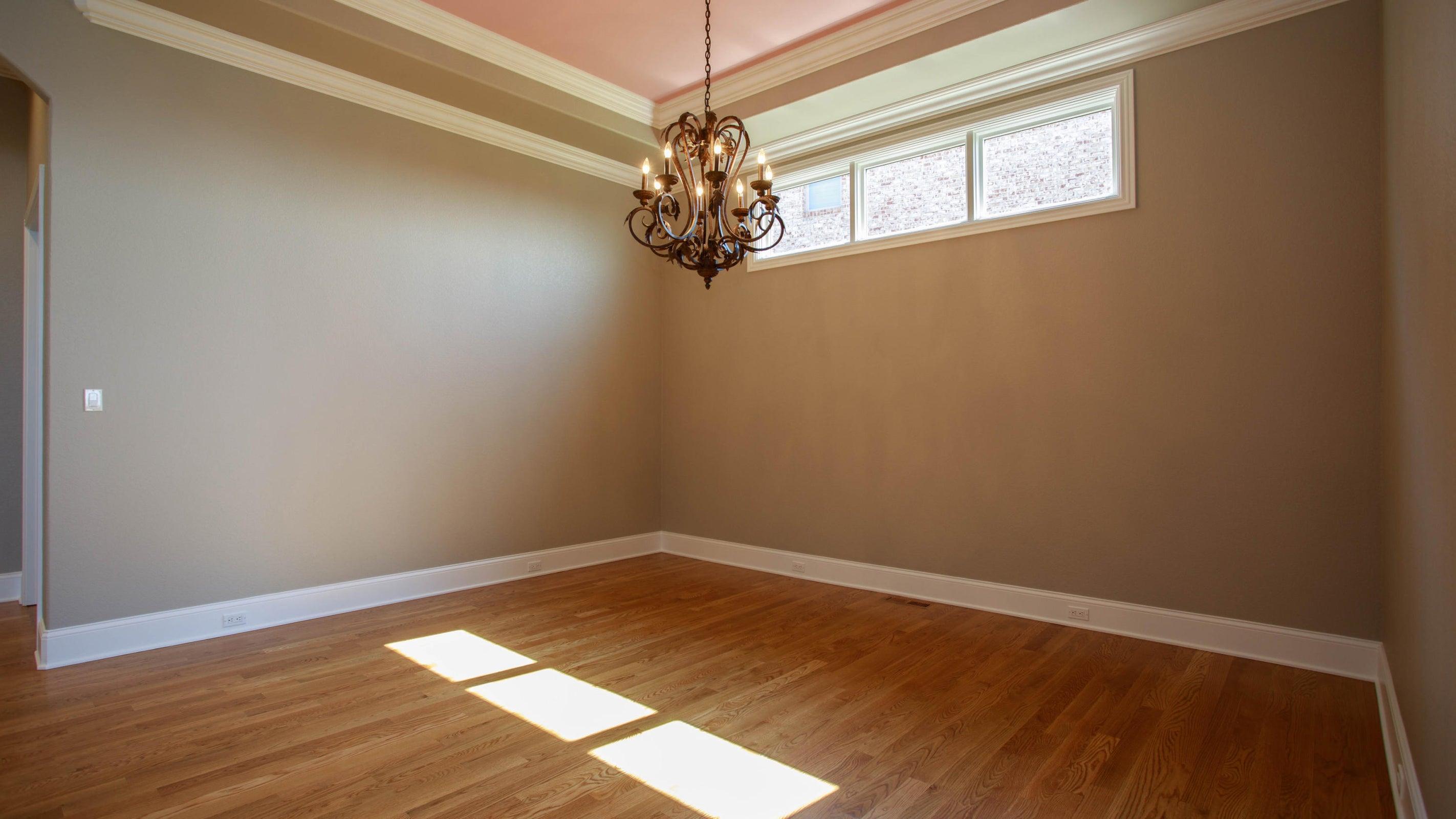 14' trey ceiling DR off kitchen/LR