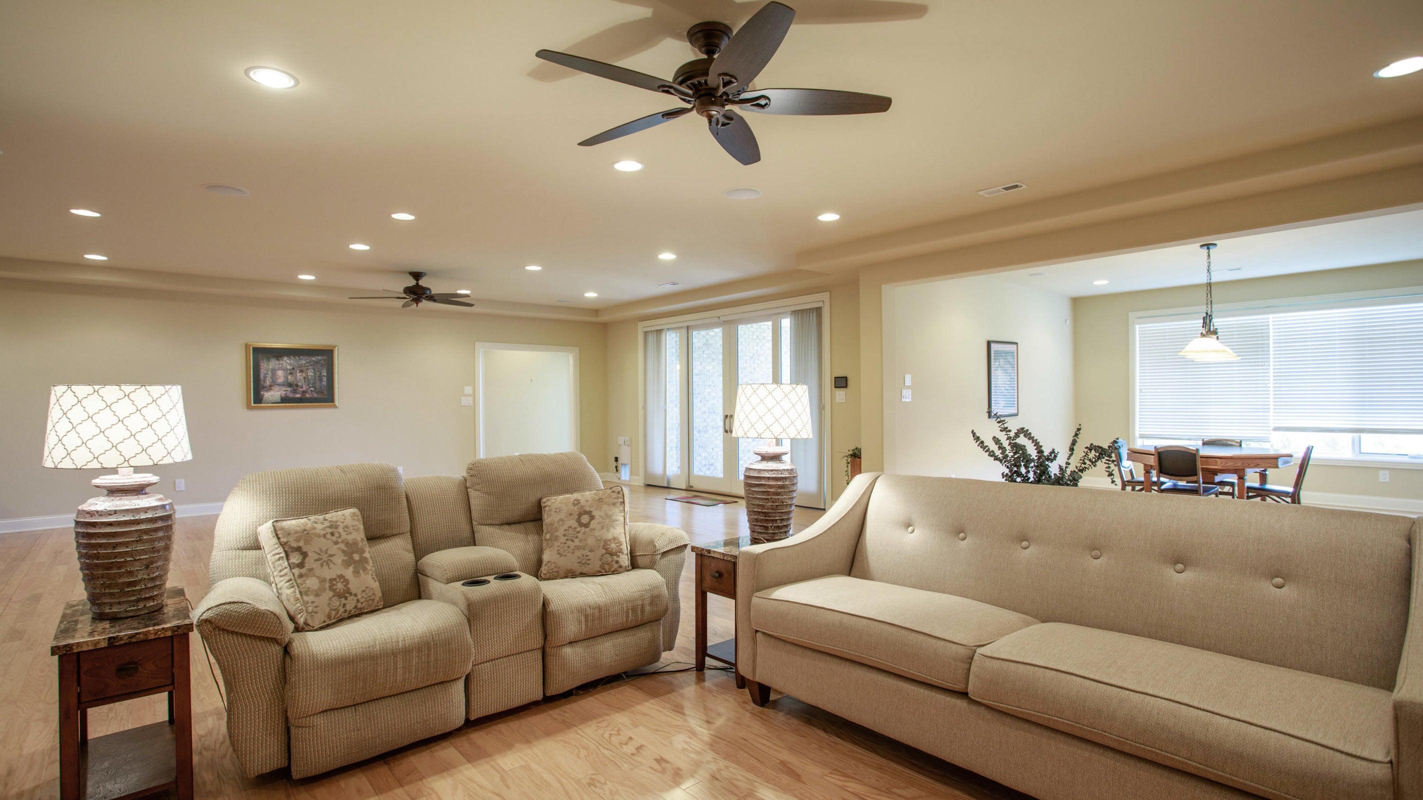 Recessed lights, hardwood floors