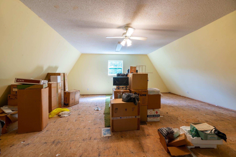 Detached Garage Upstairs