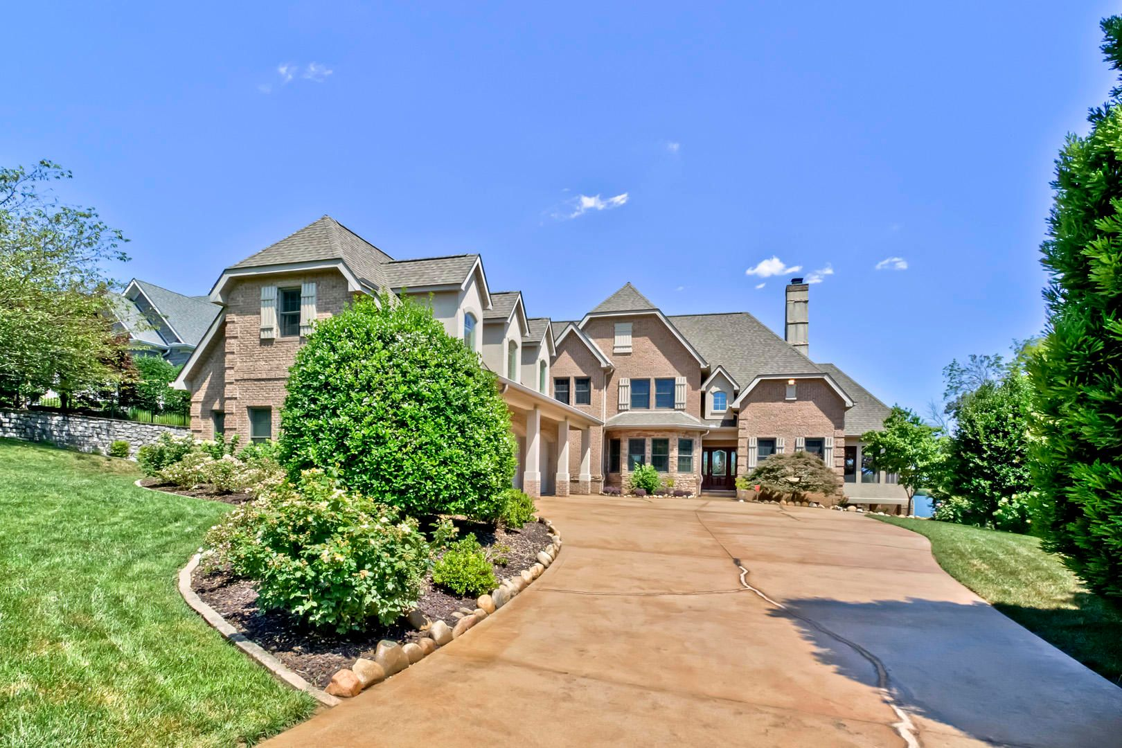 01_RockPointDrive_209_Front