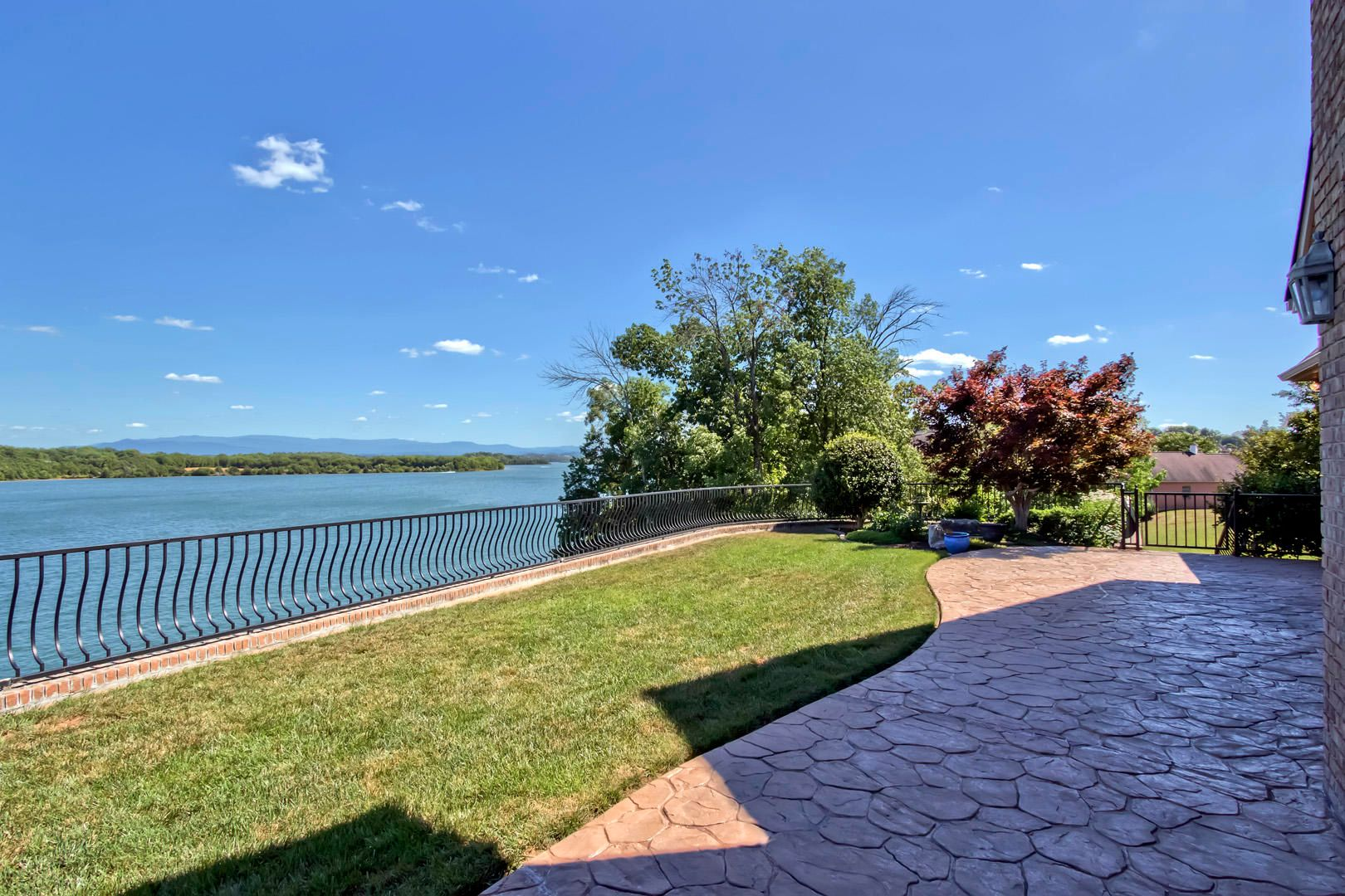 11_RockPointDrive_209_Patio