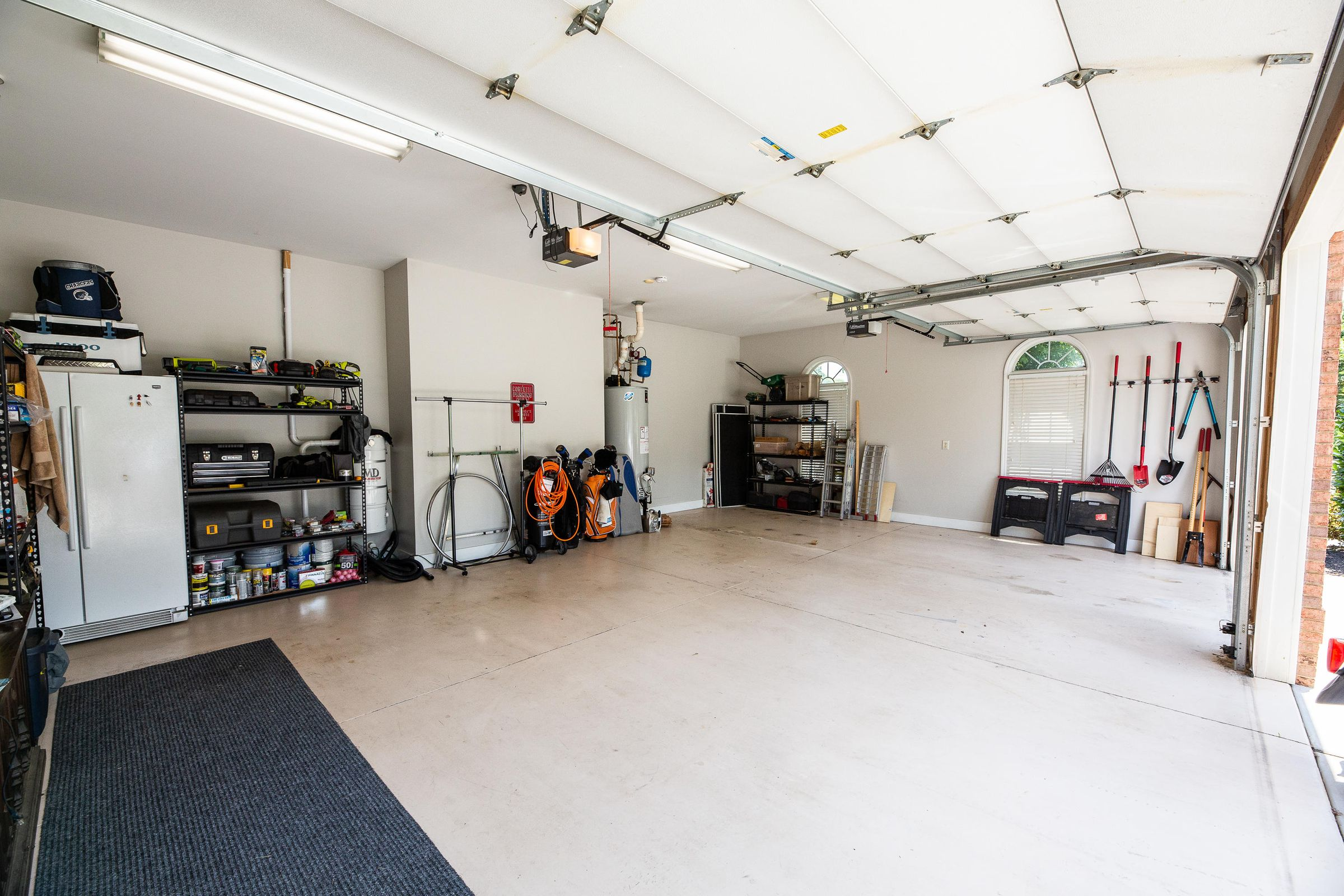 Large/Clean Garage