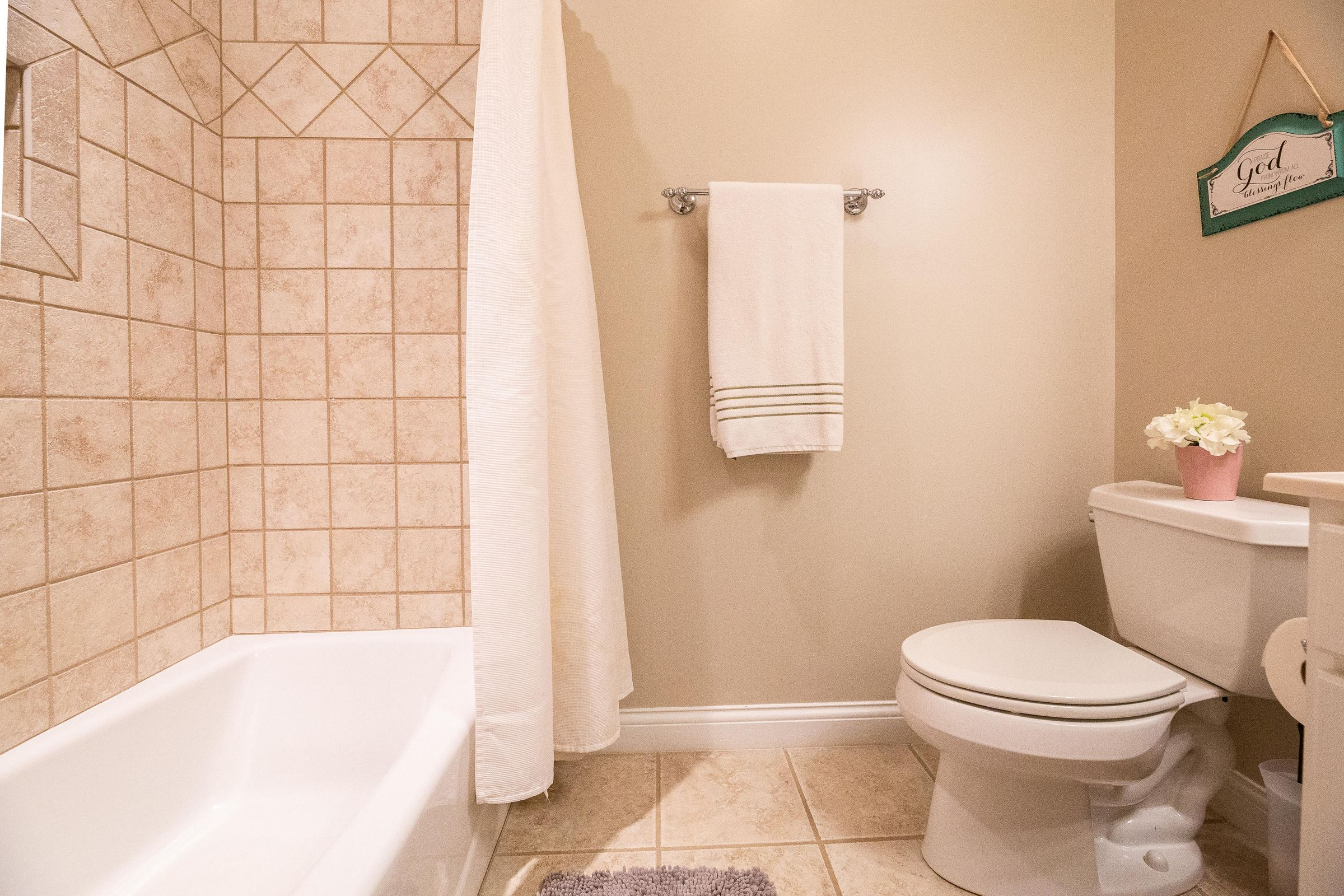 Full Bath with Bedroom 4