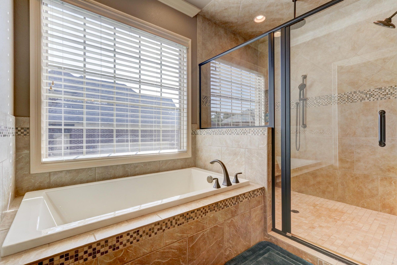 Master shower:tub