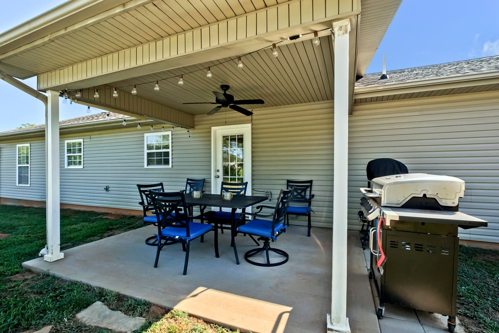 28_PuttersGreenLane_241_CoveredPatio01