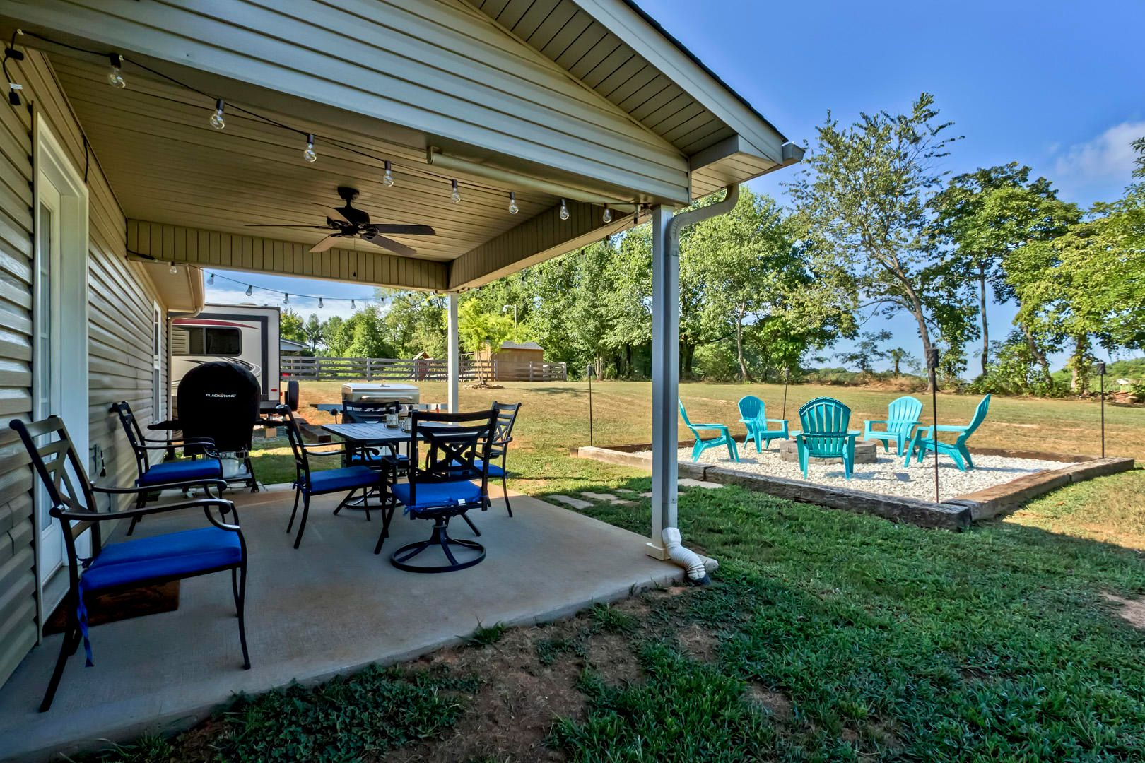 30_PuttersGreenLane_241_CoveredPatio02-F