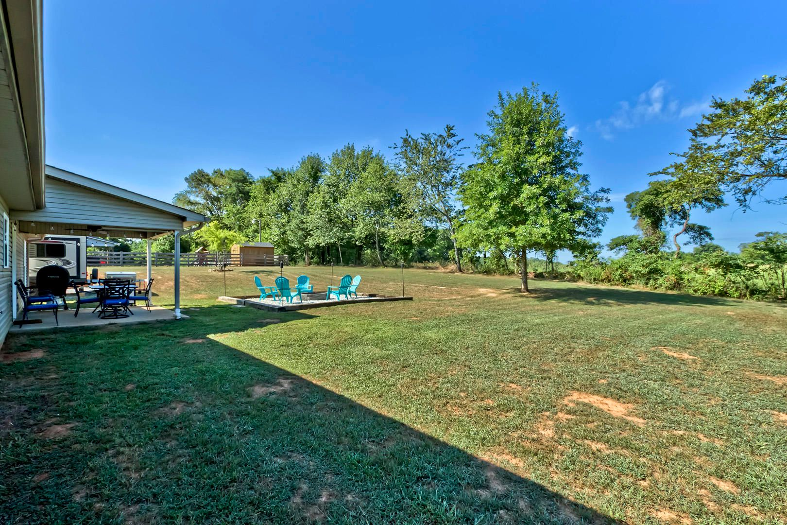 33_PuttersGreenLane_241_Backyard02
