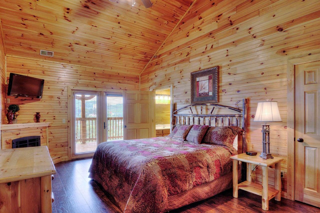 Smoky View Bedroom Suite, Upper Level