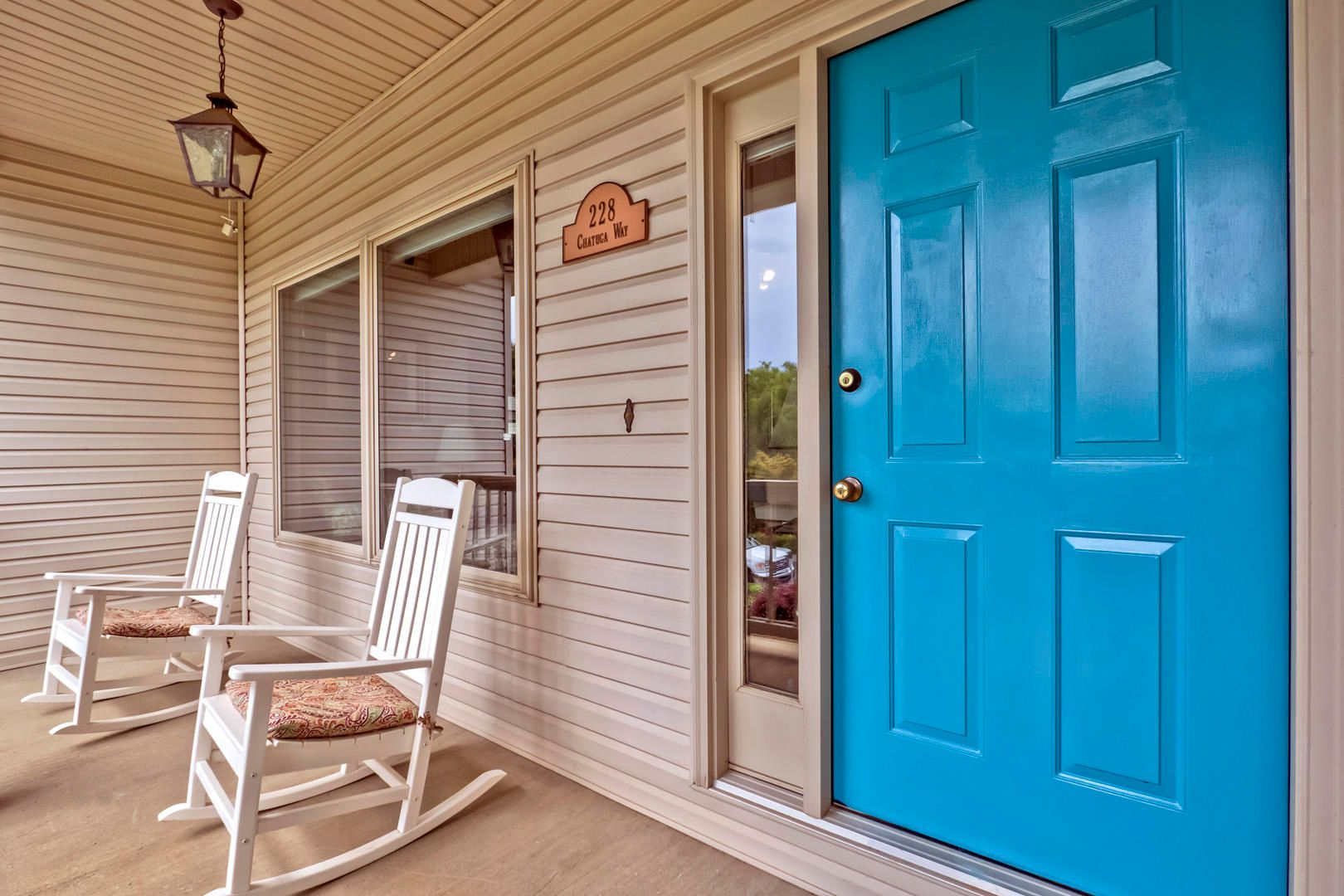 02_ChatugaWay_228_FrontPorch