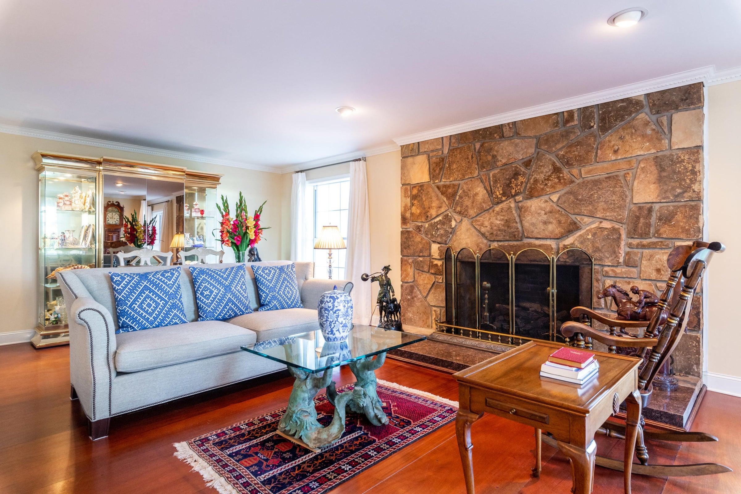 Fireplace/Din