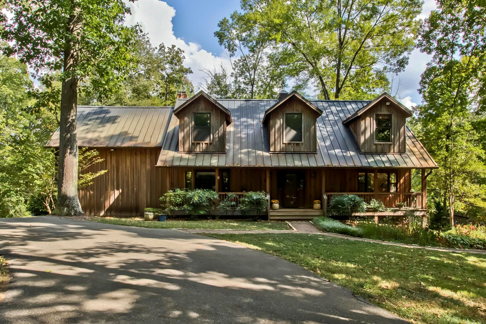 Over 32 Acres & Almost 4000 SF