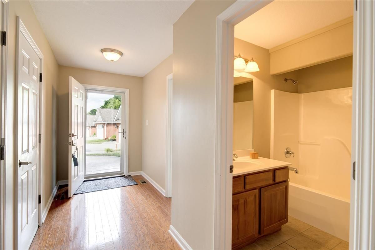 05-8832-Carriage-House-Way-Knoxvill