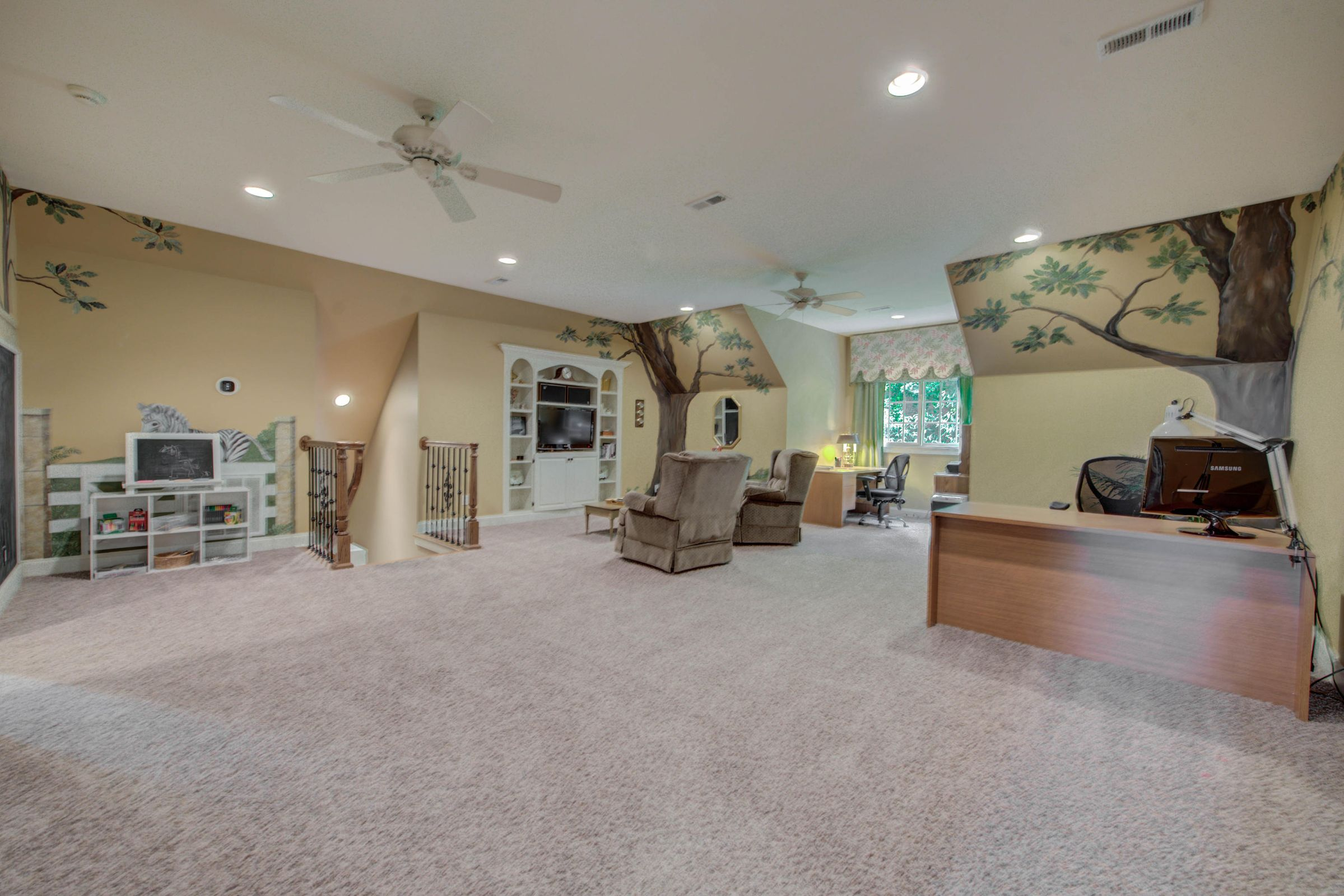 Huge Bonus Room