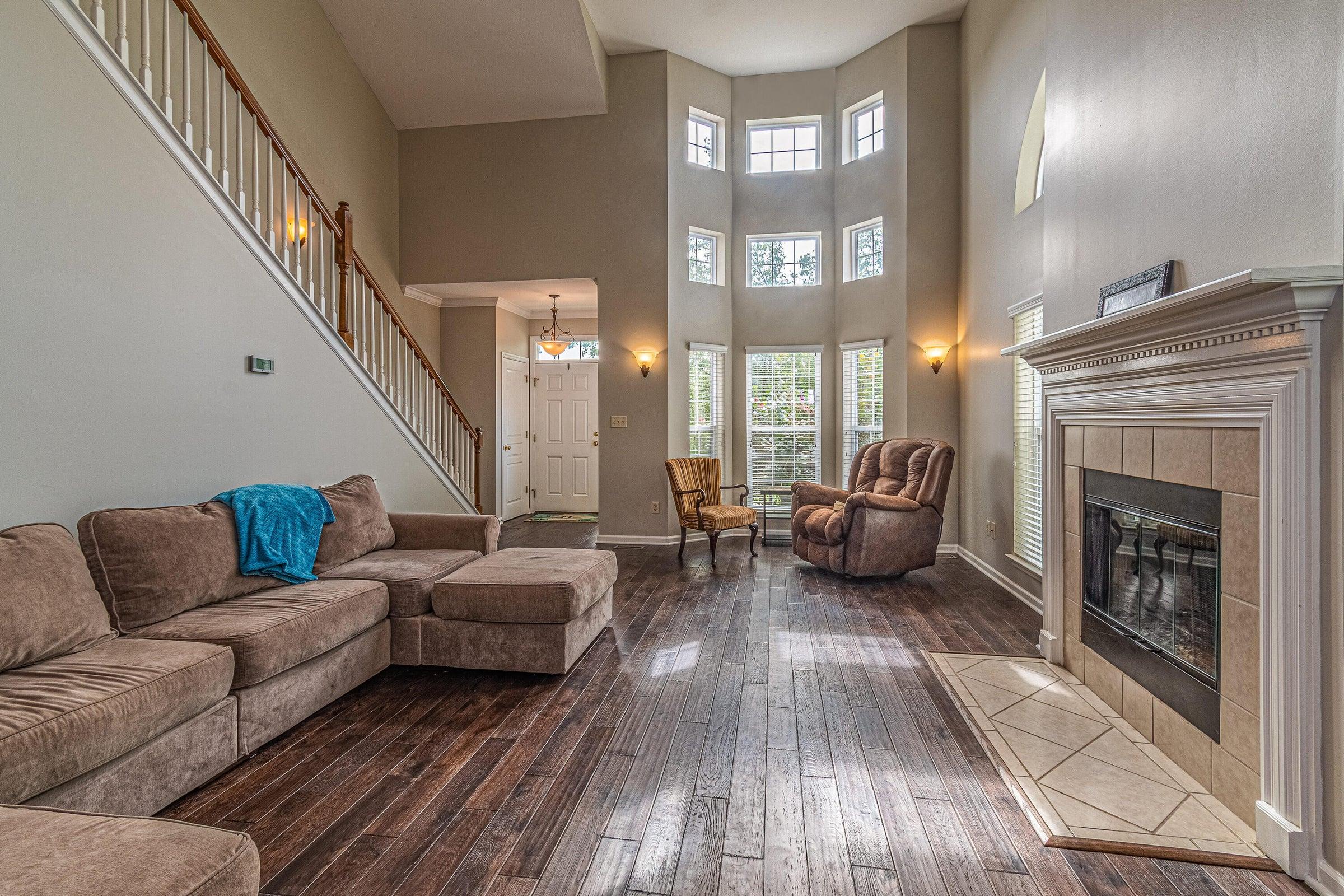 Floor to ceiling light