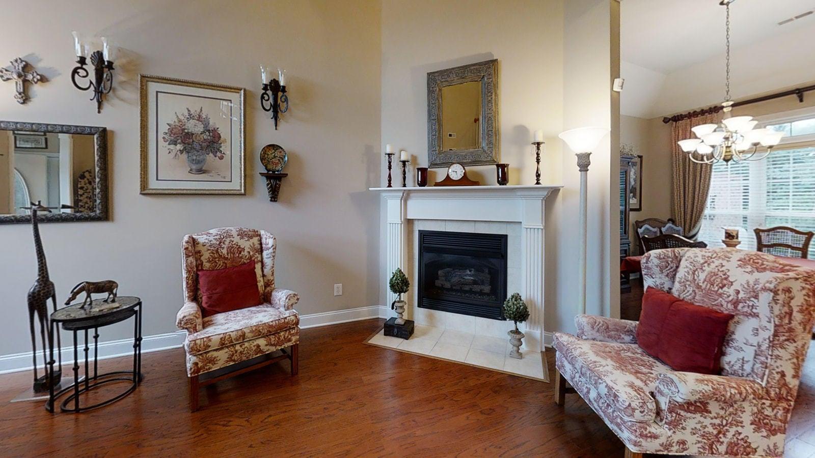 Great Rm w Fireplace
