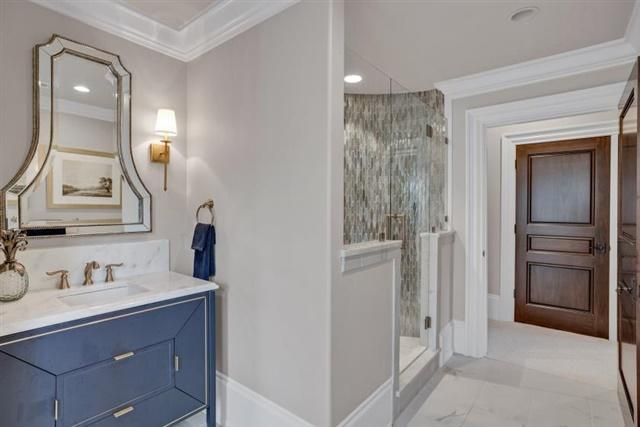 EnSuite Guest Bathroom on Upper Level