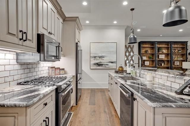 Full Kitchen on Lower Level