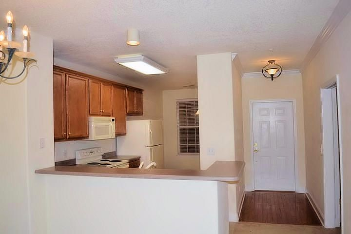 looking to kitchen