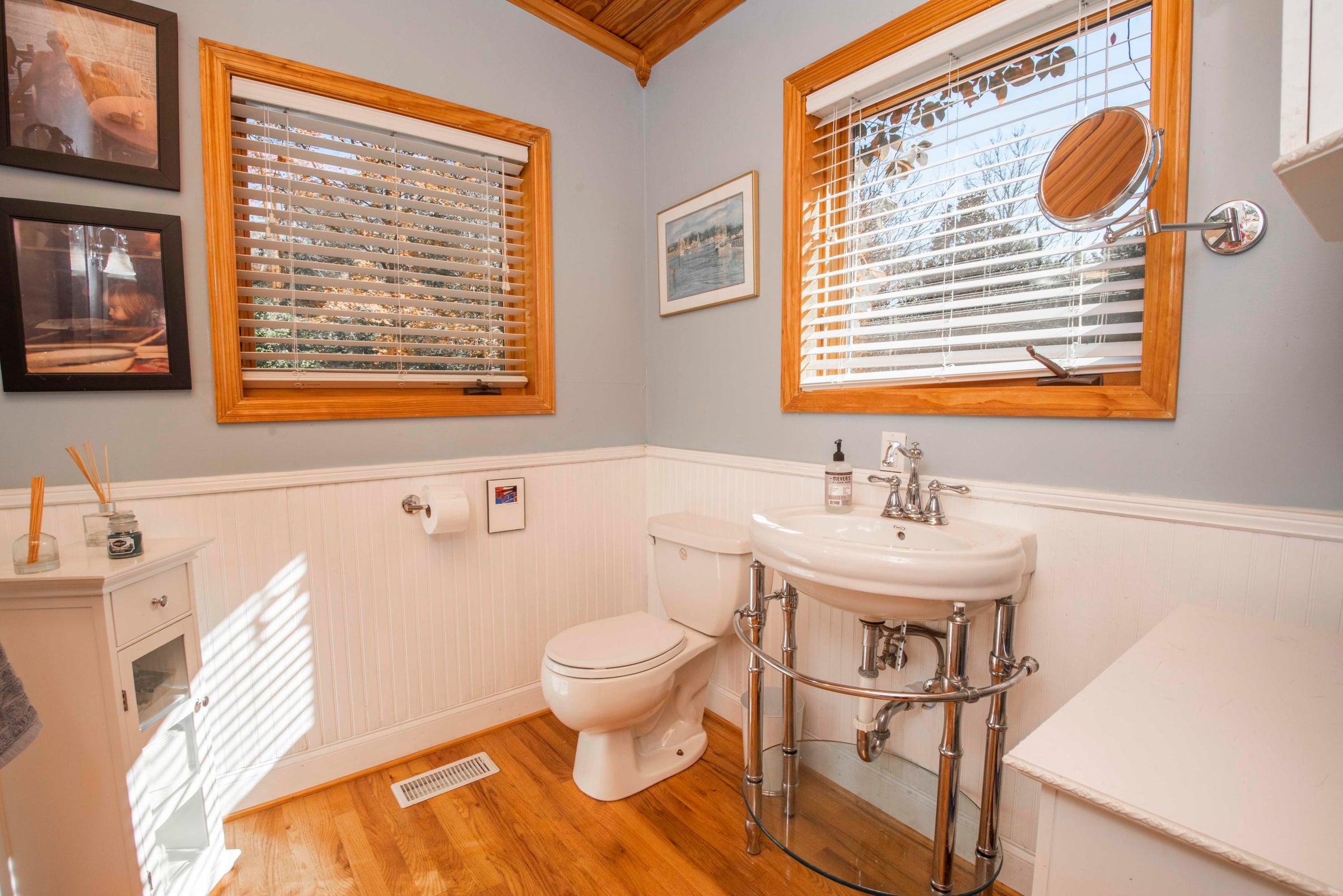 guest house bath_1