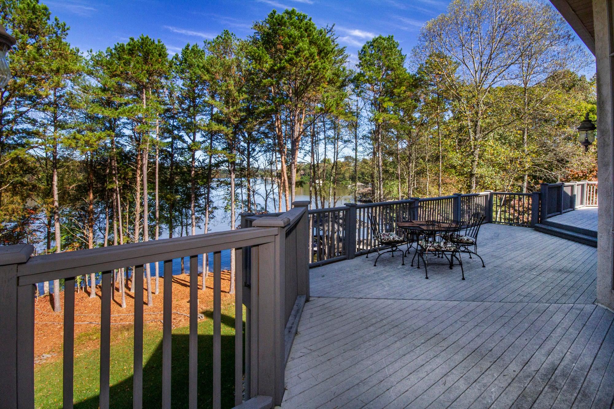 Huge Deck with Lake Views!